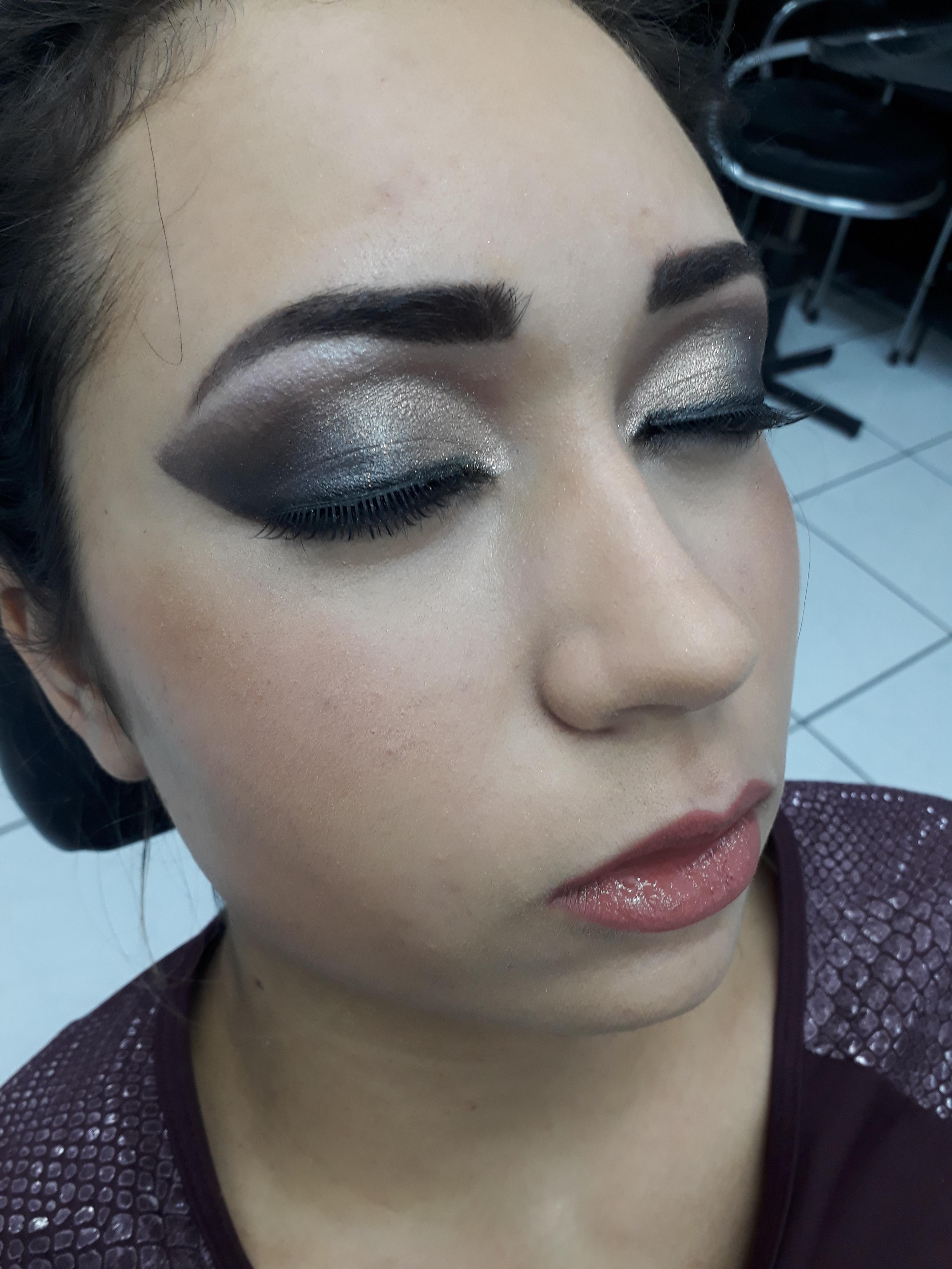 Detalhes da foto anterior. maquiagem maquiador(a) designer de sobrancelhas