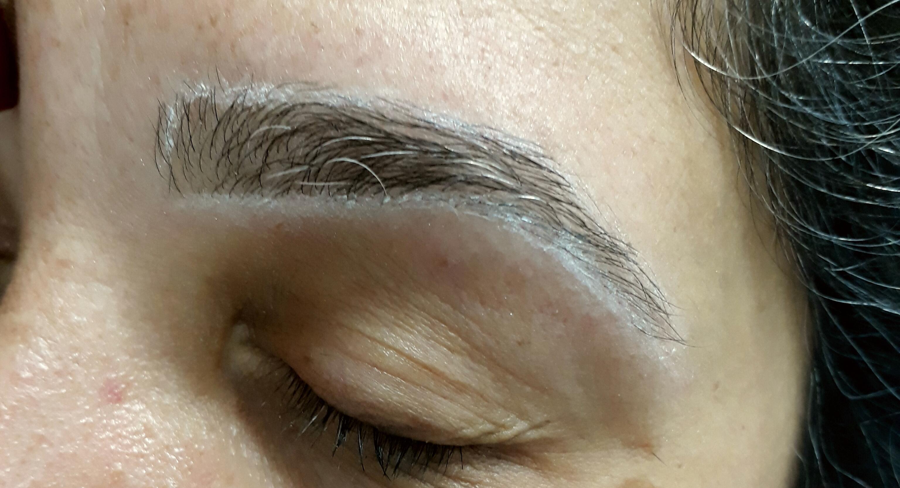 Design de sobrancelha antes da henna outros maquiador(a) designer de sobrancelhas