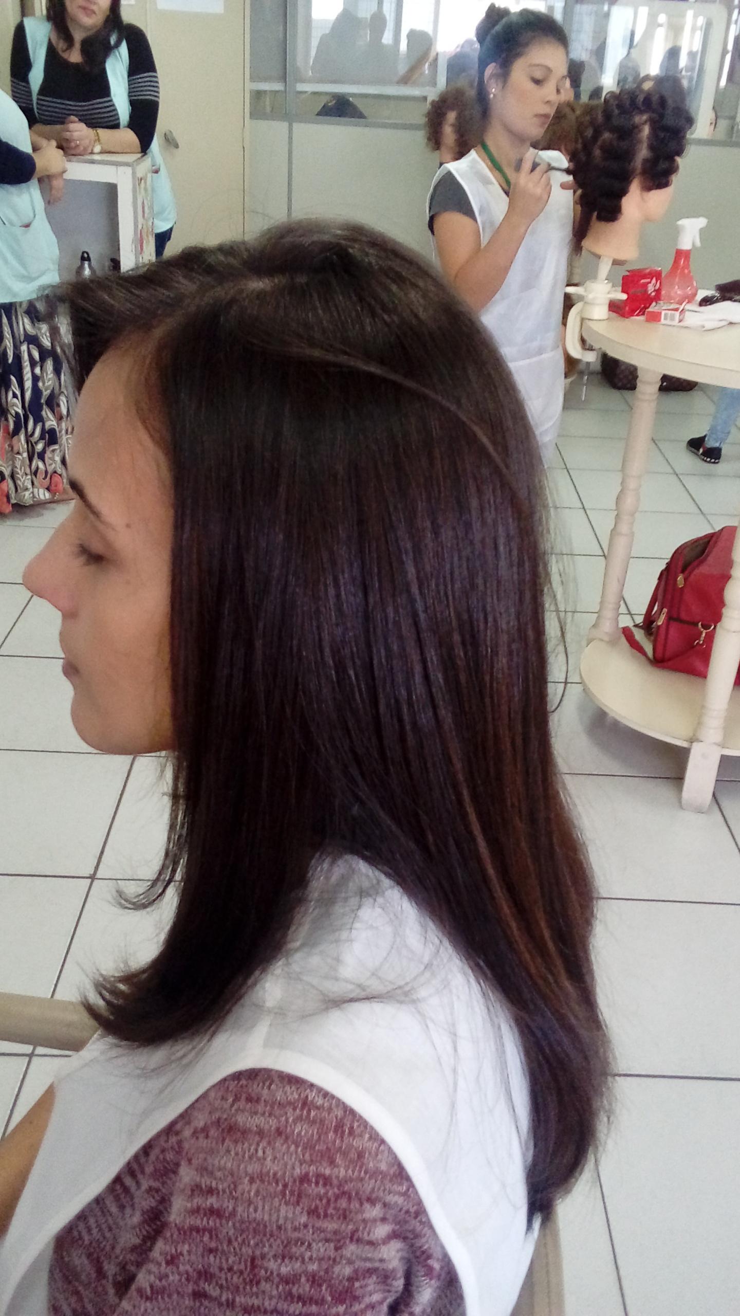 Escova lisa  cabelo auxiliar cabeleireiro(a)