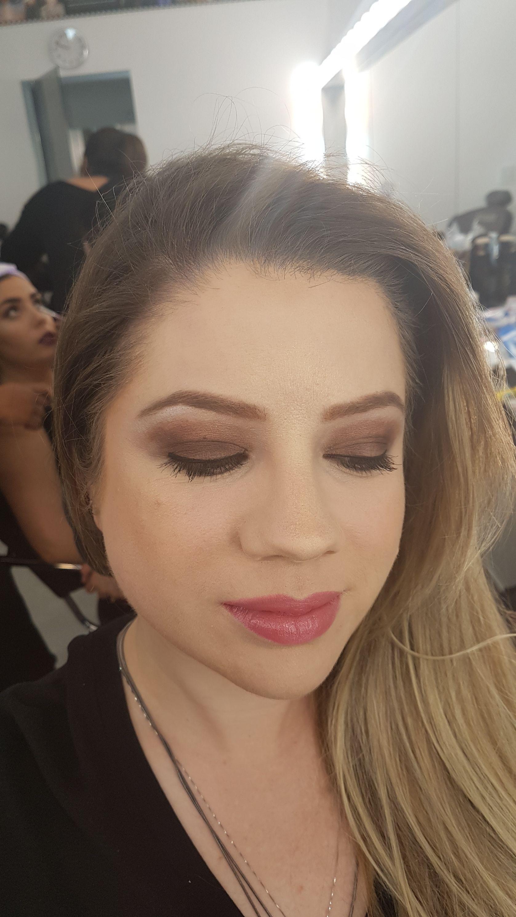 Técnica de olho monocromático. Produtos: makiê, atelier paris, índice tokio, revlon, lorea'l. maquiagem maquiador(a)