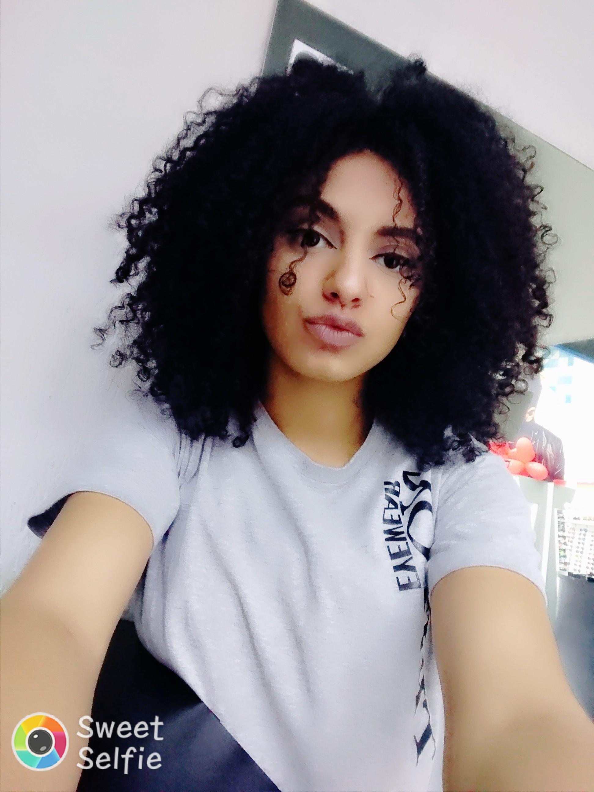 Beleza negra cabelos cacheados maquiagem bonita maquiagem vendedor(a)