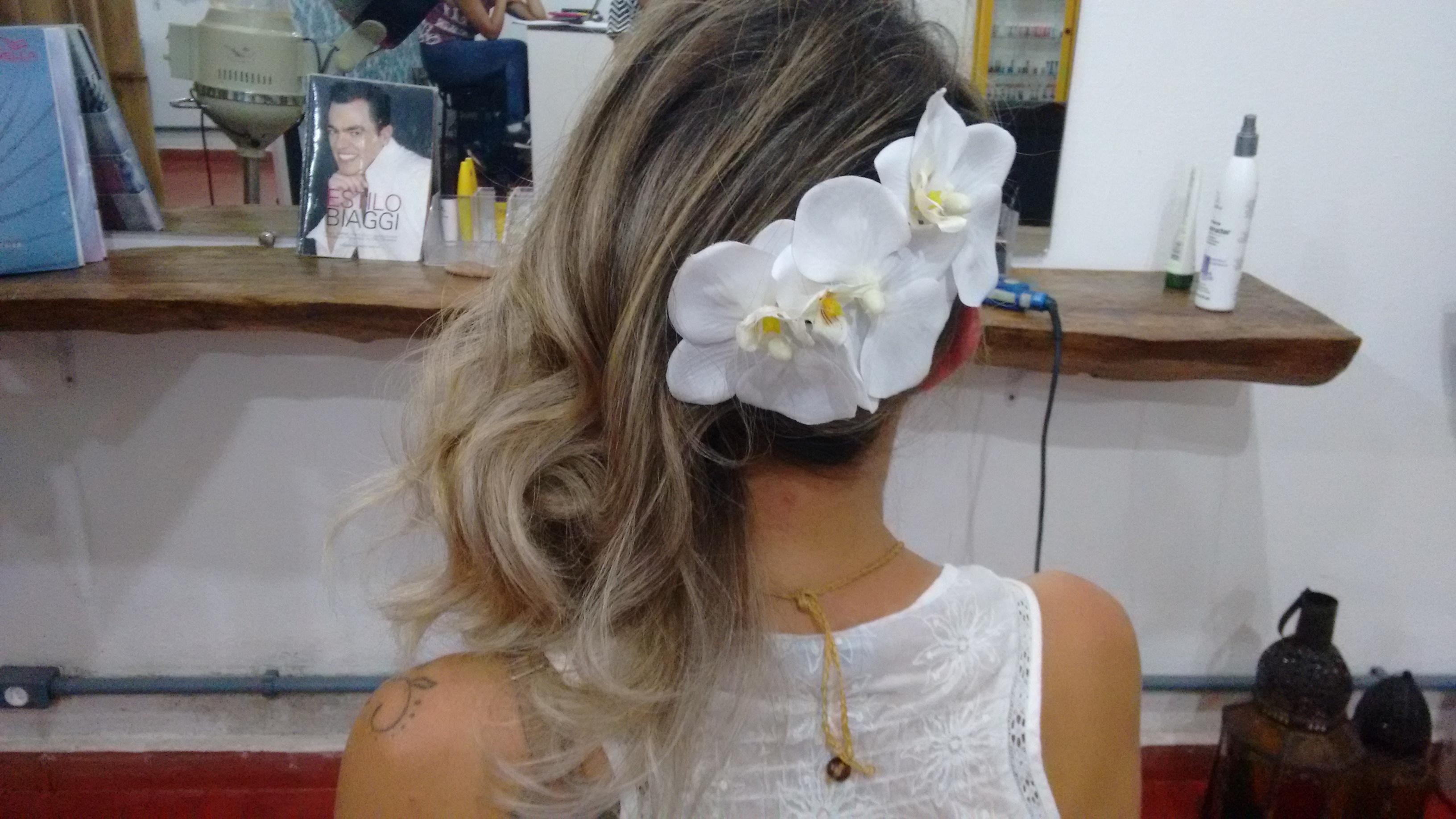 #noivasnapraia #casamentopenaareia #litoralnortesp #beachwedding cabeleireiro(a) maquiador(a)