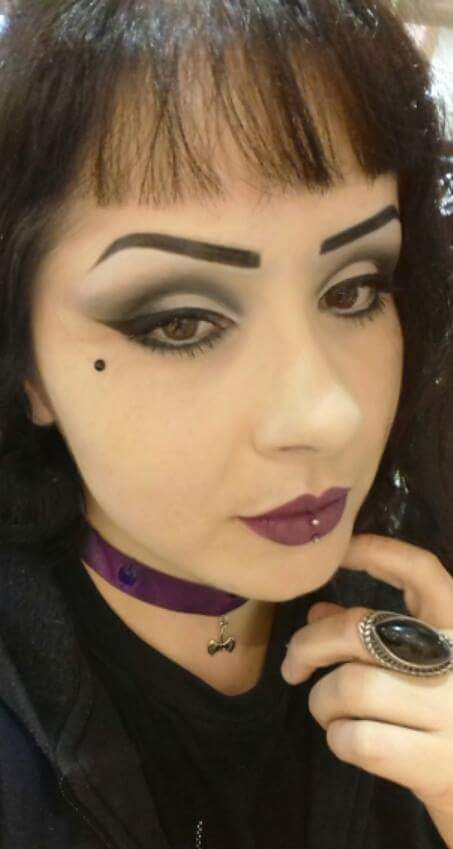 Maquiagem inspirada no estilo Gothabilly, onde o estilo gótico se mistura com o Rockabilly. #gothicmake #côncavomarcado #rock   maquiagem maquiador(a) vendedor(a) promotor(a) de vendas