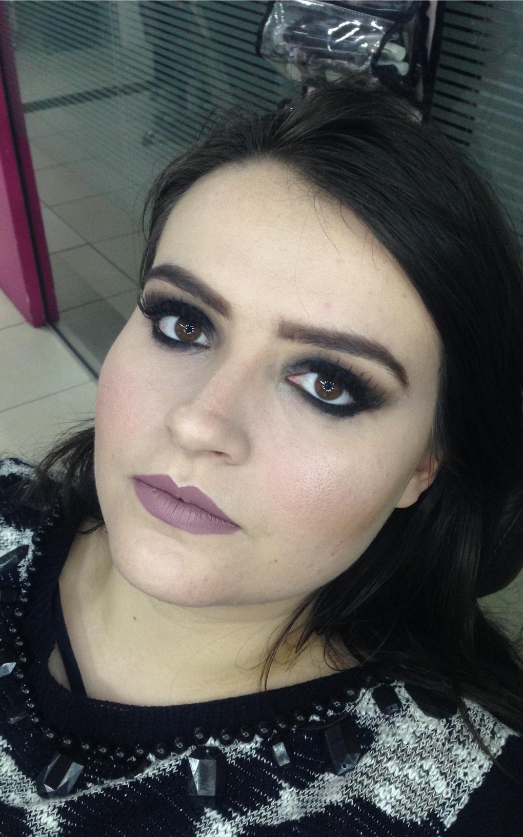Smokey eye preto - Instagram @geisamedeirosmakeup #MakeUp #InstaMake #Maquiagem #MaquiagemDeFesta #MaquiagemProfissional #MaquiagemSocial #GeisaMedeirosMakeUp #PPF #PausaParaFeminices #Vult #VultCosmética #Bitarra #MaryKay #RubyRose #Luisance #Dailus #QuemDisseBerenice #Contém1g #Morphe #PincéisMacrilan #LuFerraes #Mac maquiagem maquiador(a) designer de sobrancelhas