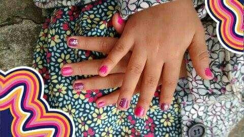 unha manicure e pedicure estudante (manicure)