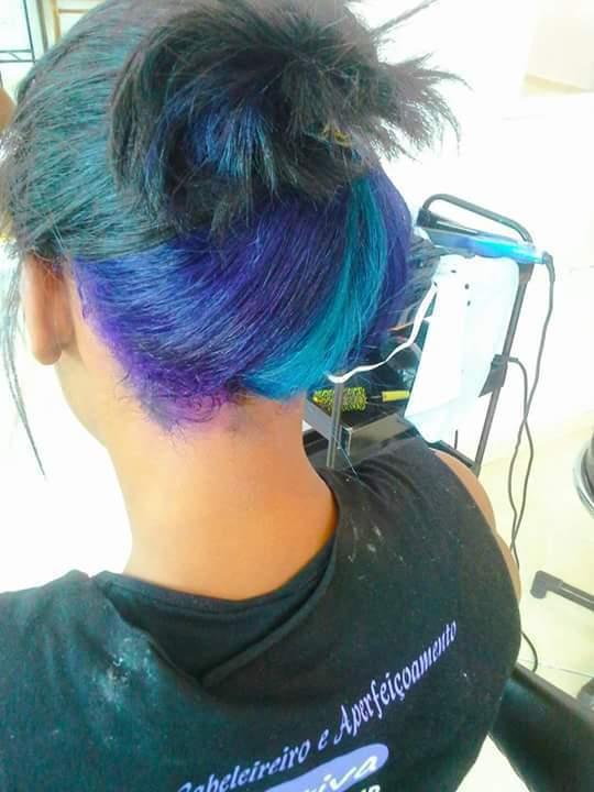 pintura roxo e azul claro auxiliar cabeleireiro(a)
