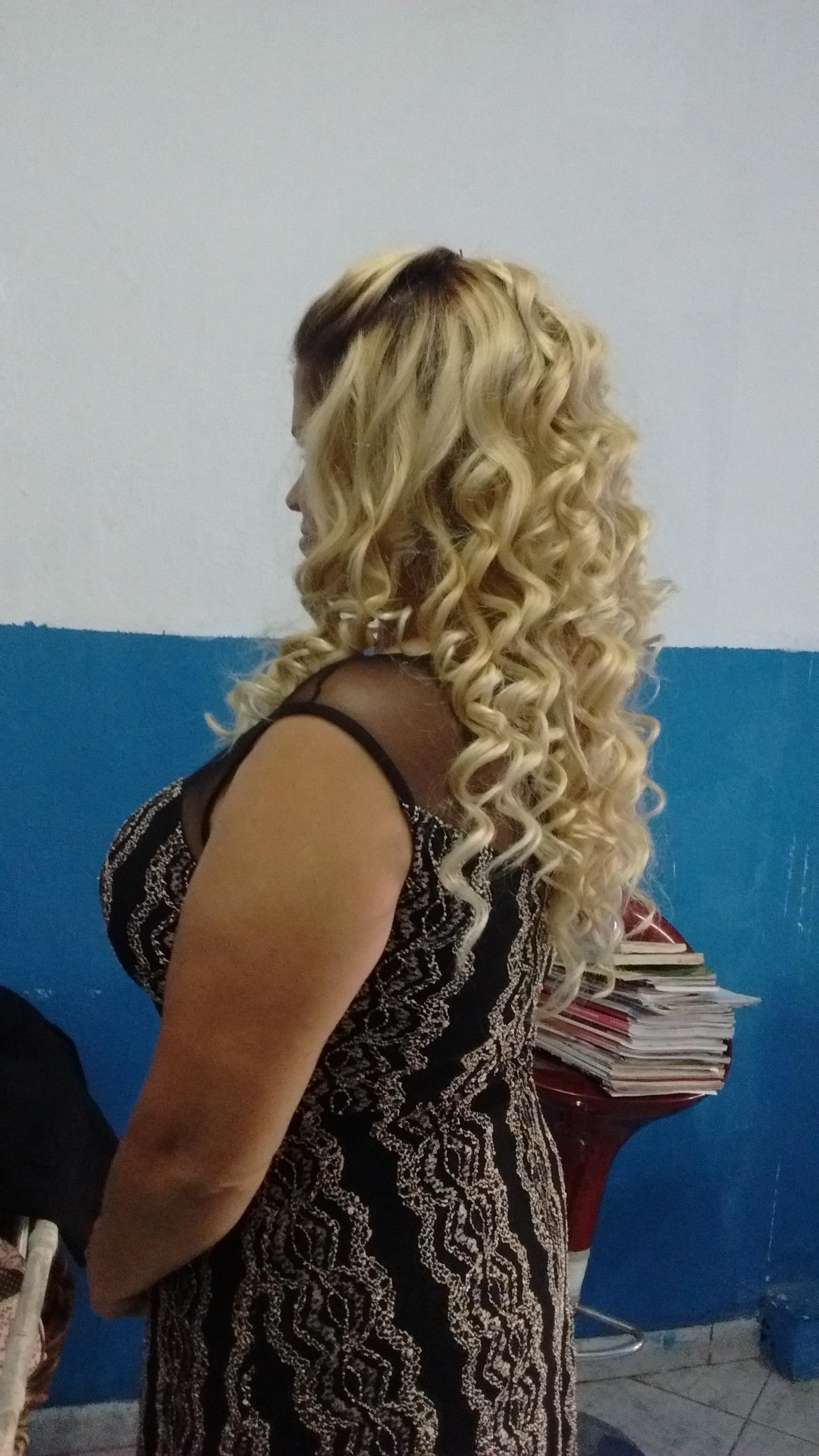 Descoloração preservando raiz, tonalização loiro manteiga, corte e finalização cabelo cabeleireiro(a)
