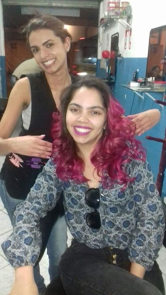 Descoloração tonalização Pink, corte e finalização cabelo cabeleireiro(a)