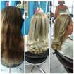 Mechas em cabelos com resíduos de coloração, tonalização matização reconstrução corte