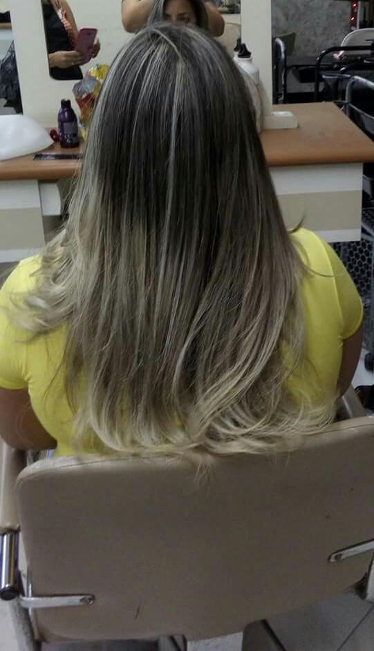 Luzes puxadas 100%na touca coloração 12.11 +1 centímetro do violeta   Raiz esfumada com a coloração 3.0+ 1 centímetro de vermelho  cabelo cabeleireiro(a)