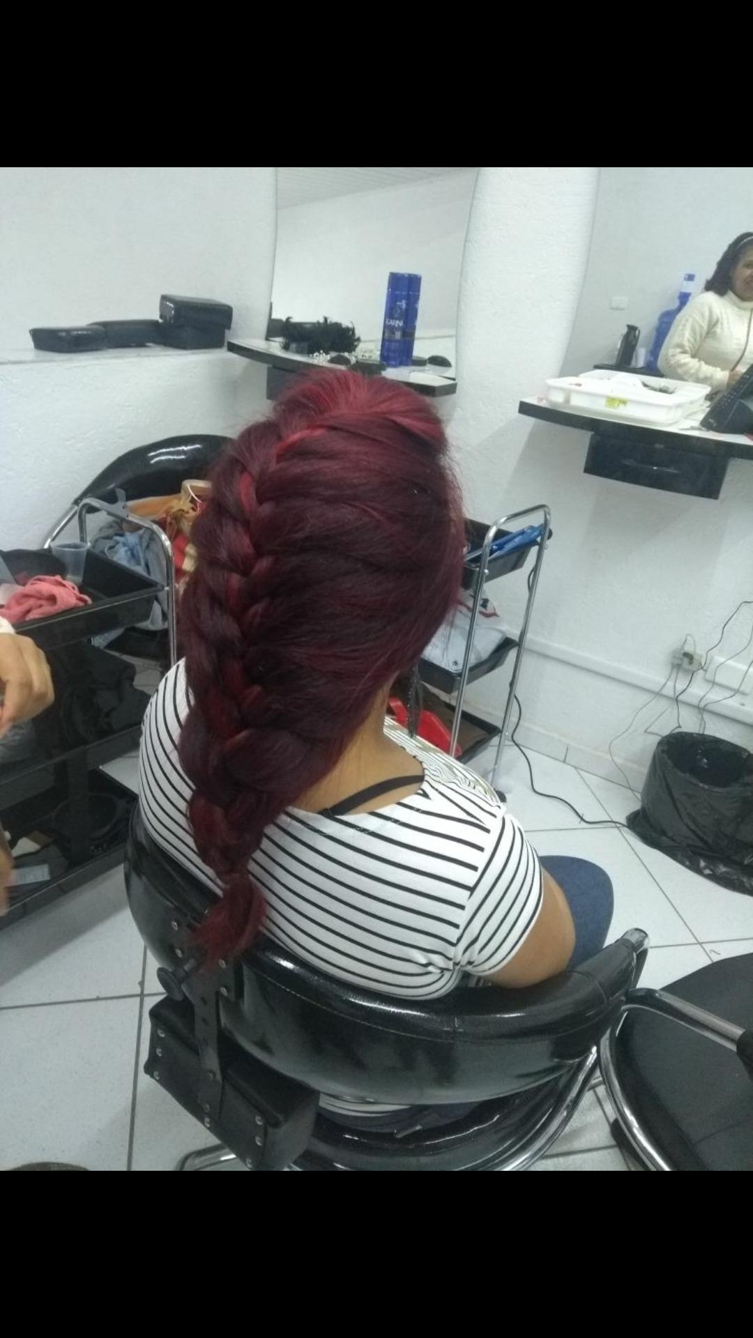 Trança embutida com topete cabelo estudante (cabeleireiro) auxiliar cabeleireiro(a)