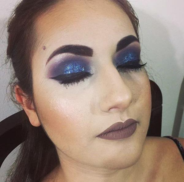 Make pra aniversário na balada ;) #makeup #glitterroxo #delineador #nudeacinzentado #olhomarcante  maquiagem maquiador(a)