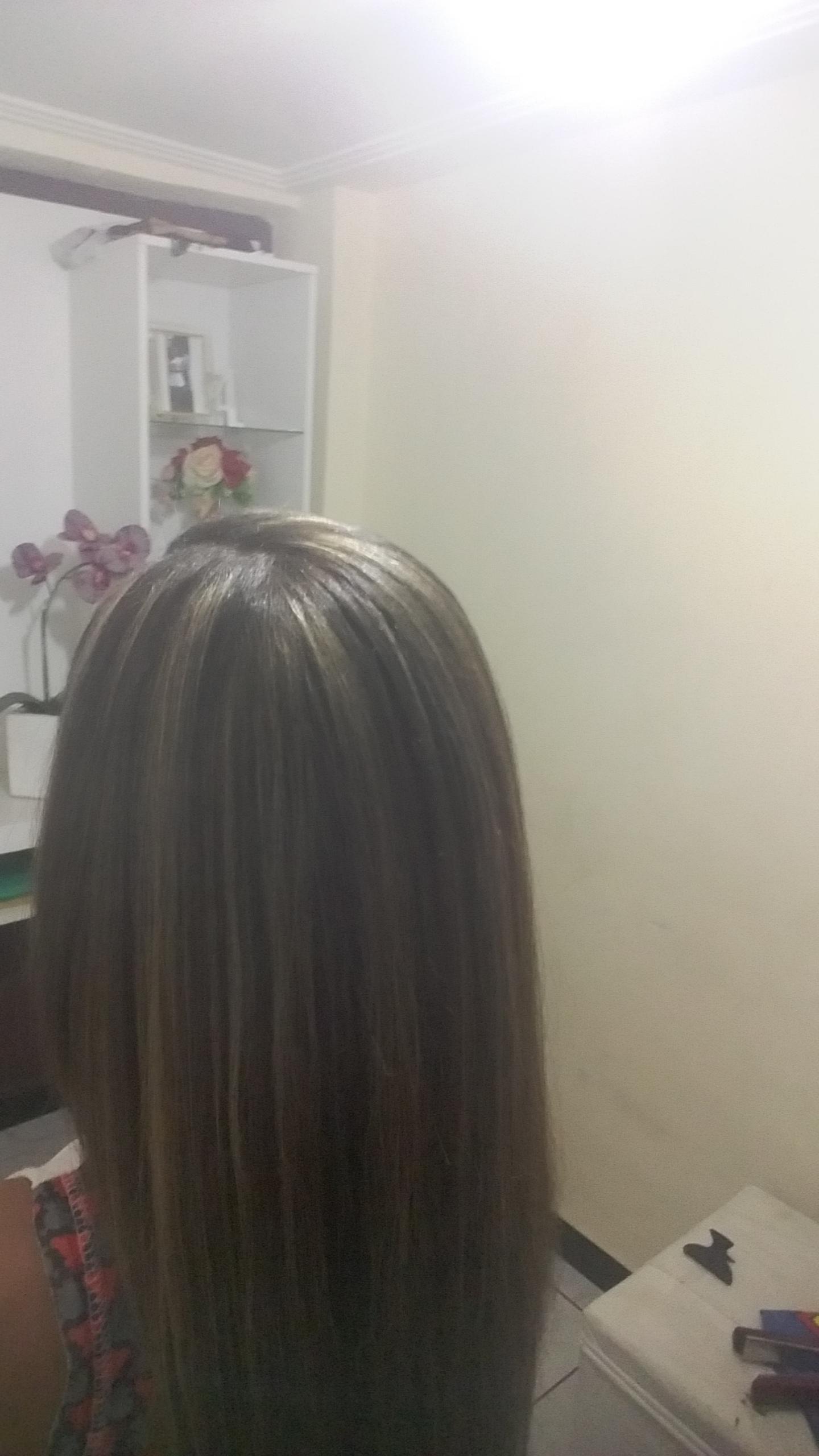Mechas no papel e escova cabelo auxiliar cabeleireiro(a)