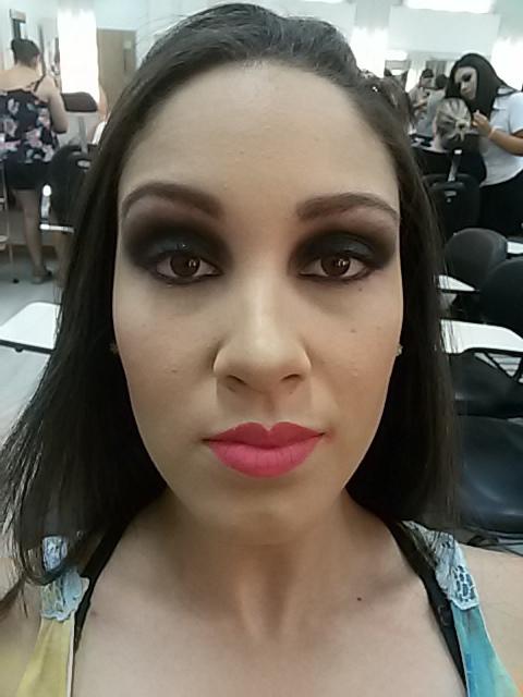 Smokey eyes na bela Leticia. #smokey #arrazo maquiagem maquiador(a)