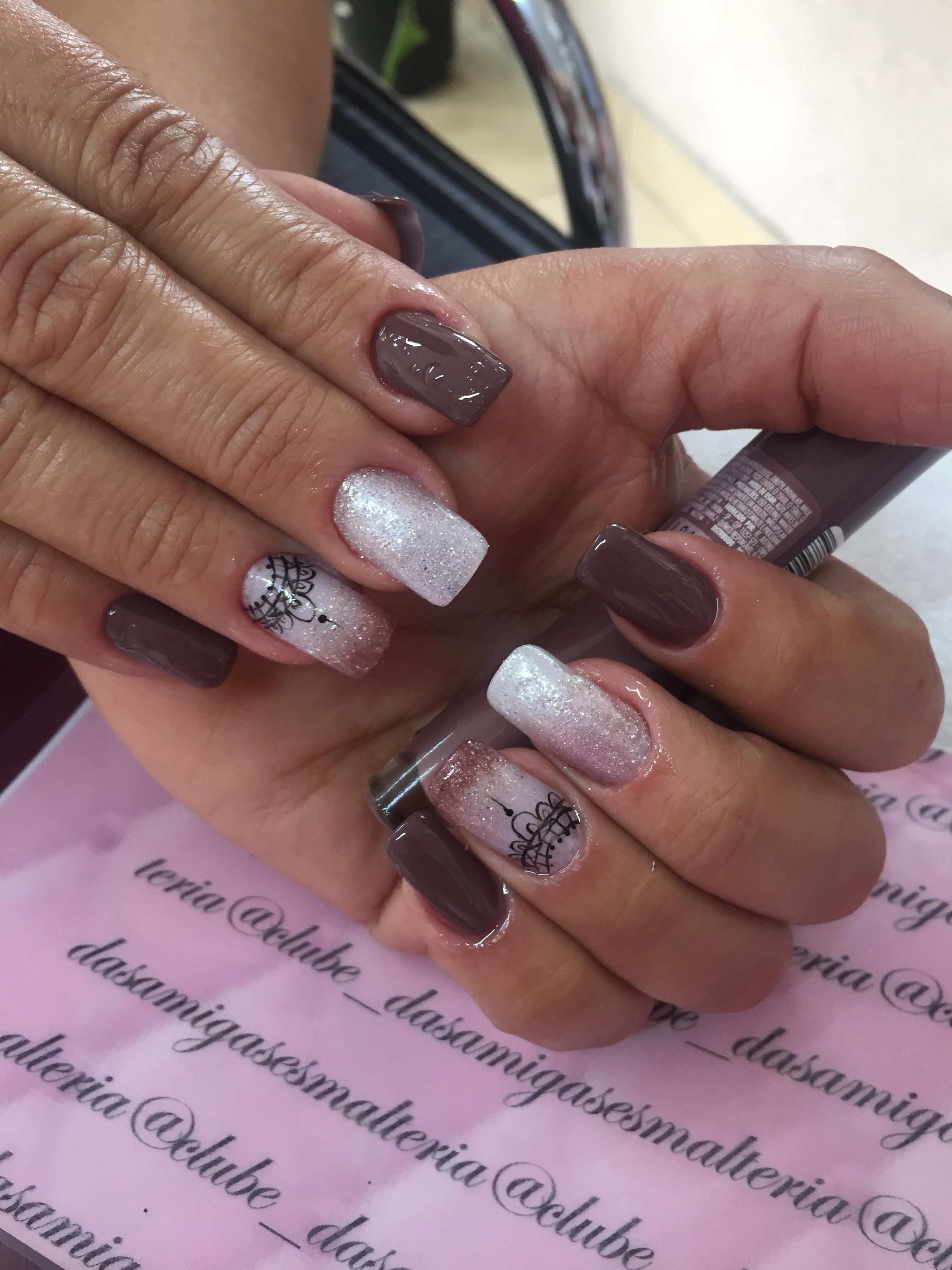 Unha de Gel com filha única técnica esfumaçado com renda desenhada a mão #UnhadeGel #Tecnicaesfumacada #Renda #nailart unha