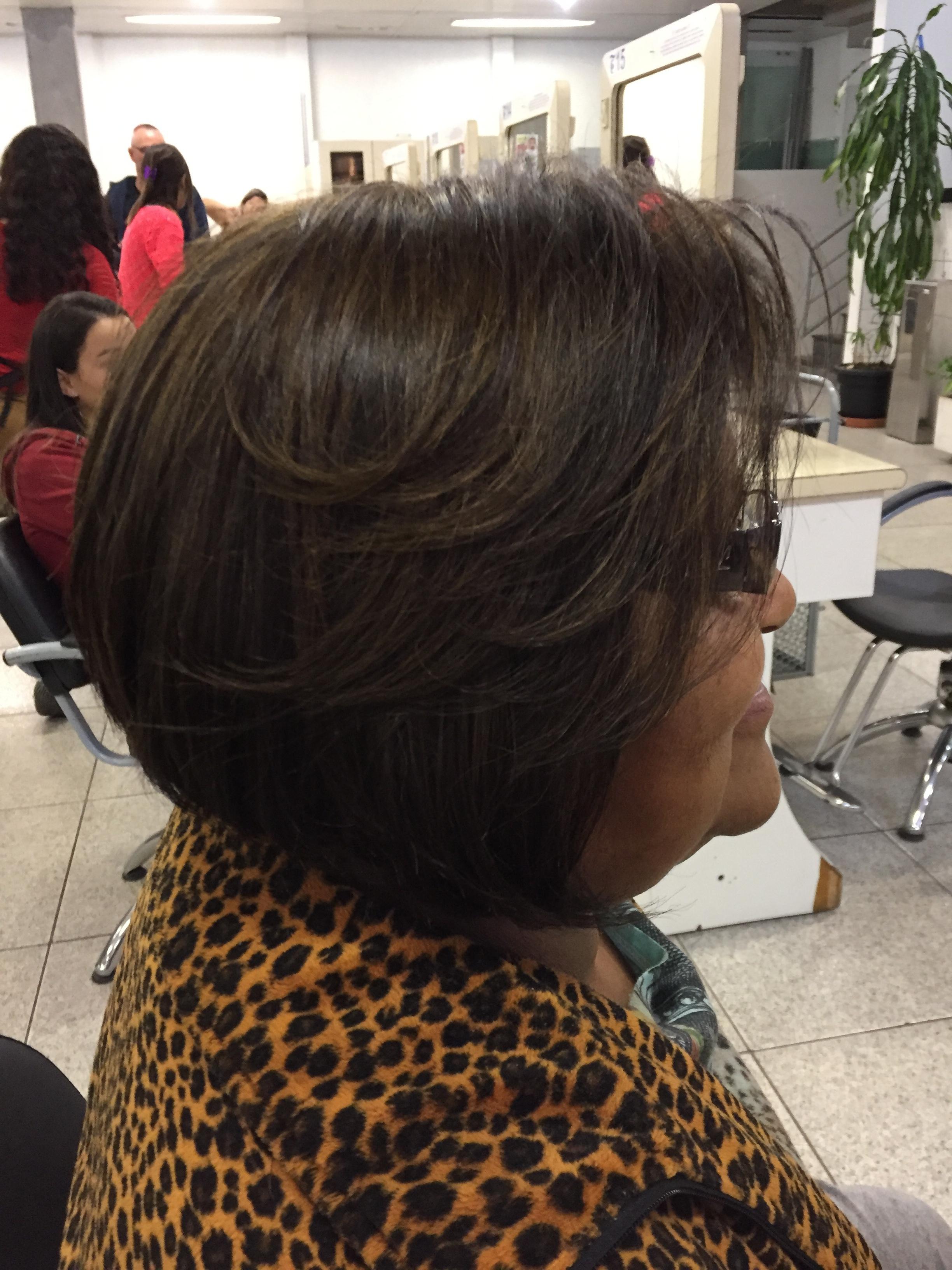 Morena iluminada!  auxiliar cabeleireiro(a) cabeleireiro(a)