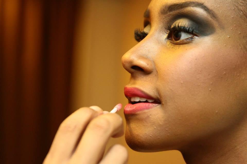 Make...noivas maquiagem maquiador(a) designer de sobrancelhas escovista cabeleireiro(a)