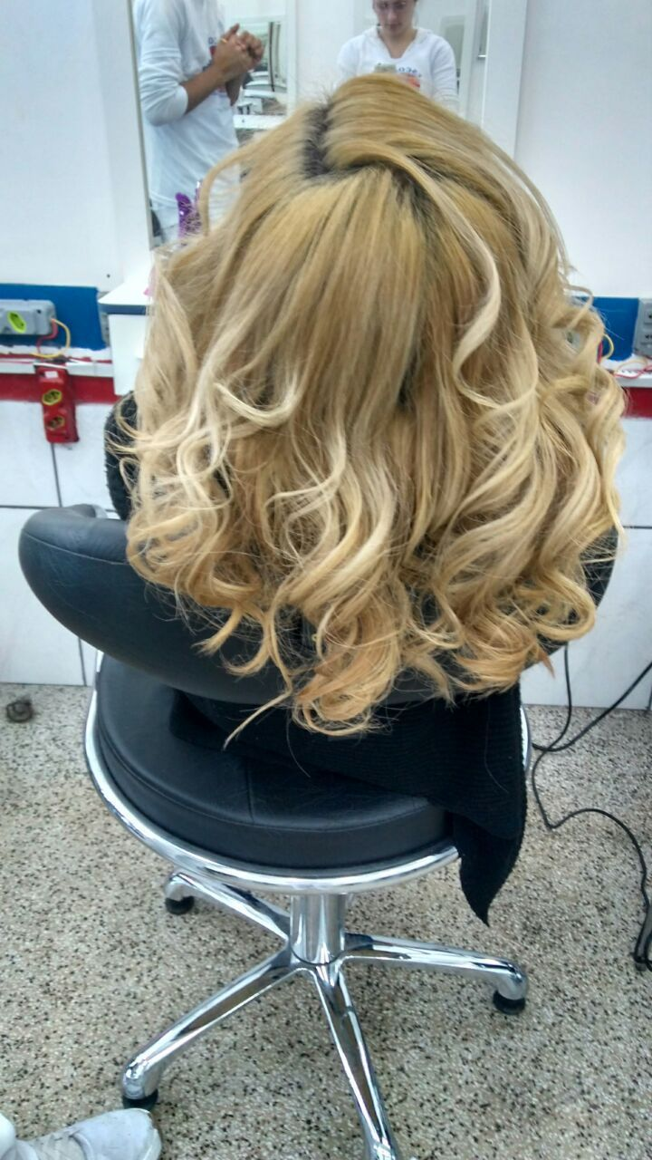 Escova e prancha modelada cabelo auxiliar cabeleireiro(a) outros