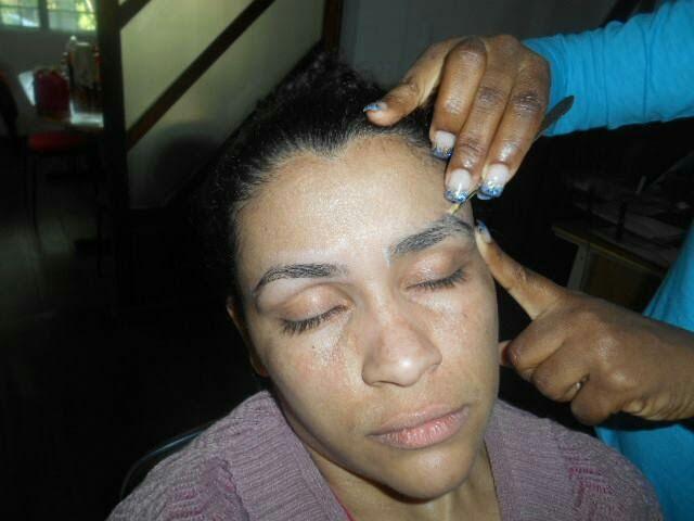 Design de Sobrancelhas maquiagem docente / professor(a) stylist / visagista designer de sobrancelhas micropigmentador(a)
