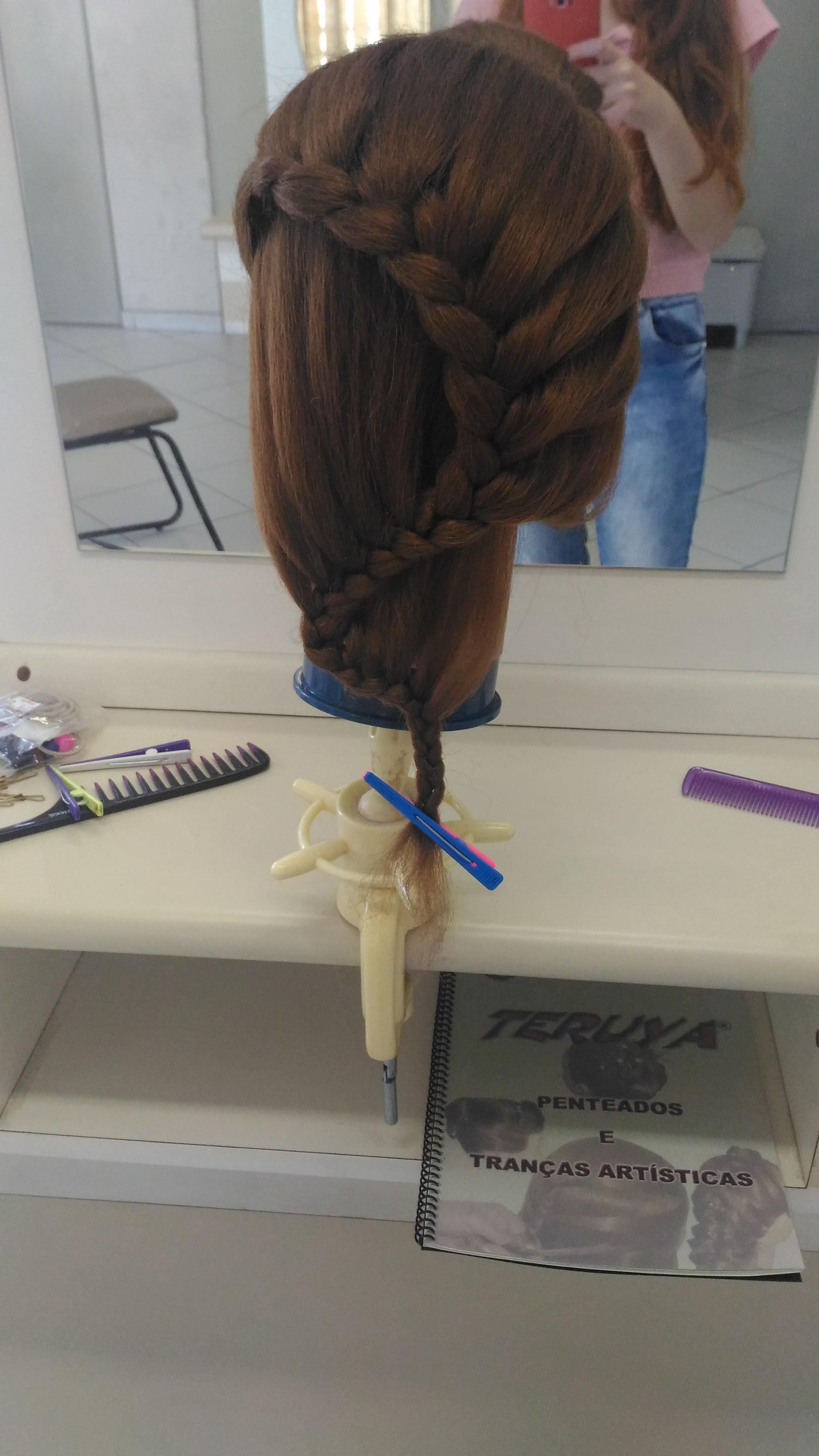 #penteado #trança #romantica cabelo estudante (esteticista) auxiliar cabeleireiro(a) estudante (designer sobrancelha) barbeiro(a) escovista cabeleireiro(a)