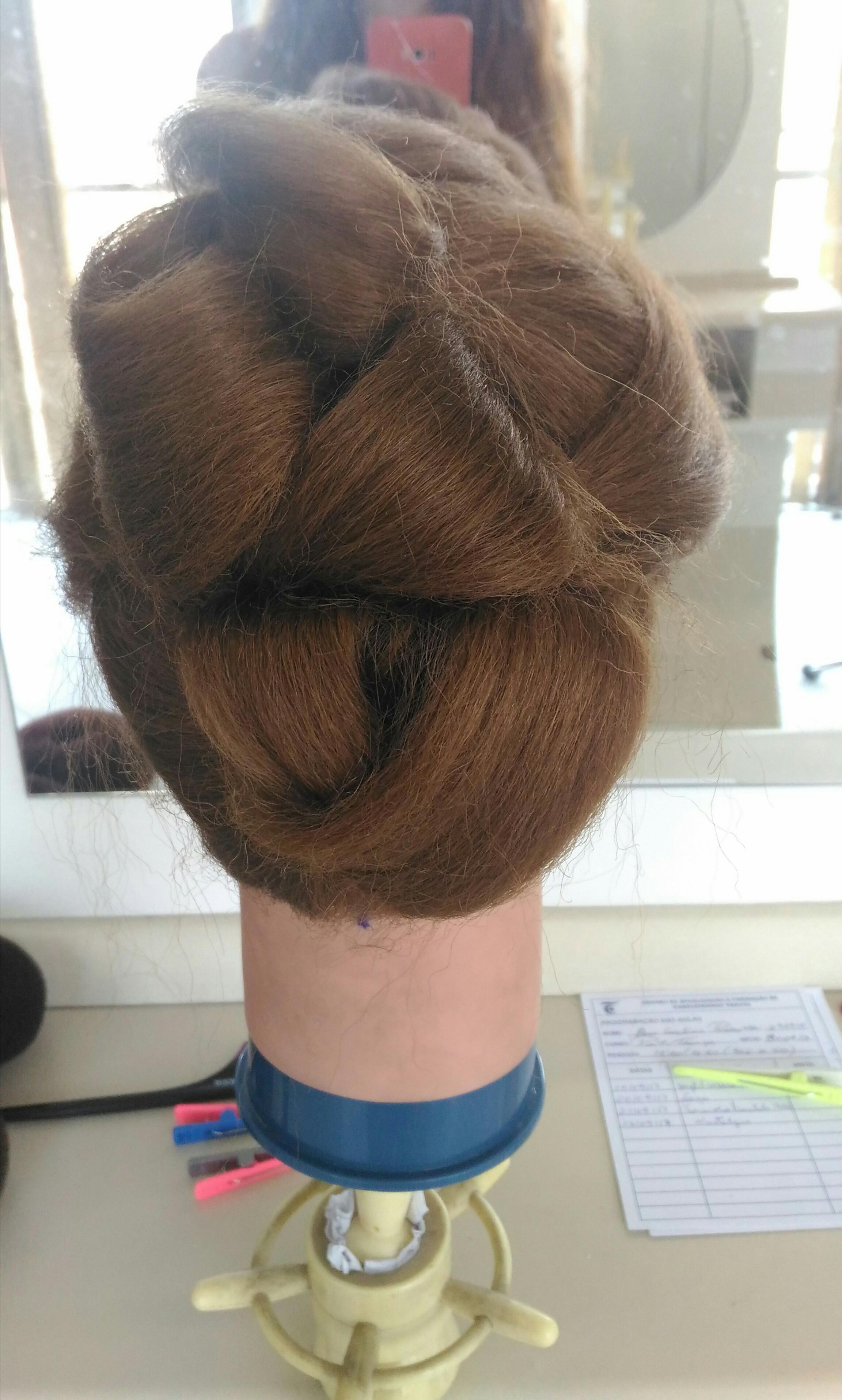 cabelo estudante (esteticista) auxiliar cabeleireiro(a) estudante (designer sobrancelha) barbeiro(a) escovista cabeleireiro(a)