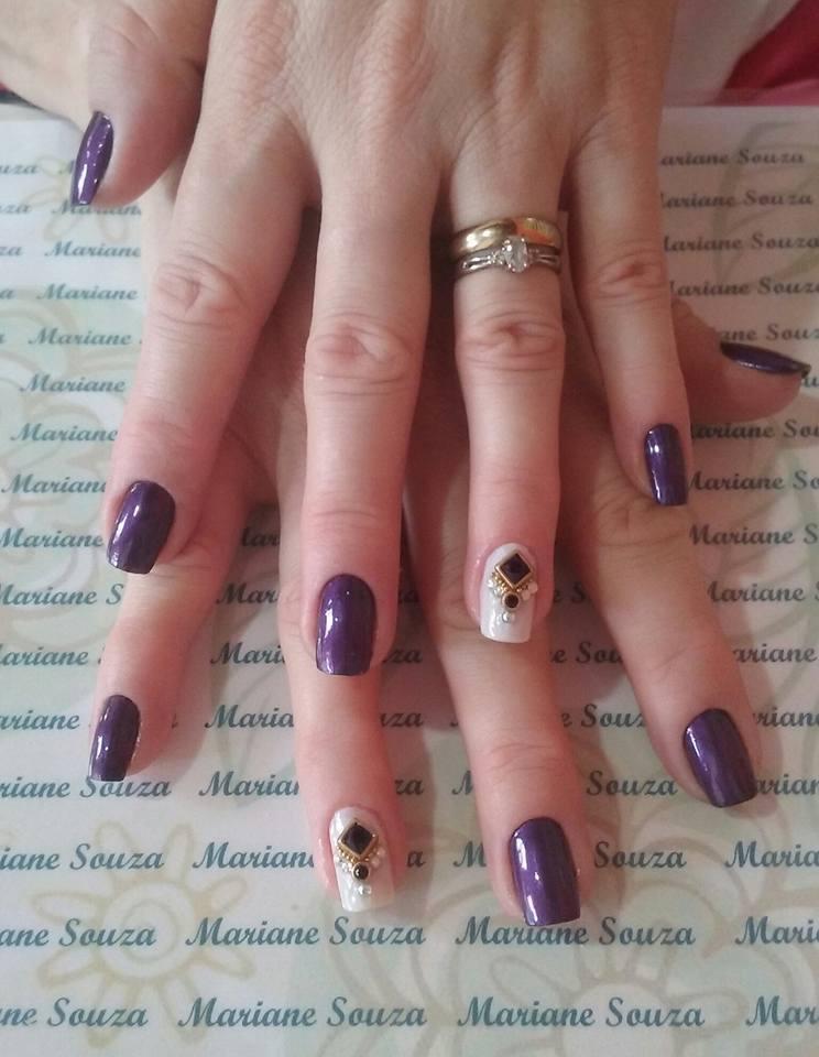 Mistura de esmalte mais pedida (preto + acordei diva)...  Decoração feito com minhas jóias <3 unha manicure e pedicure maquiador(a) esteticista