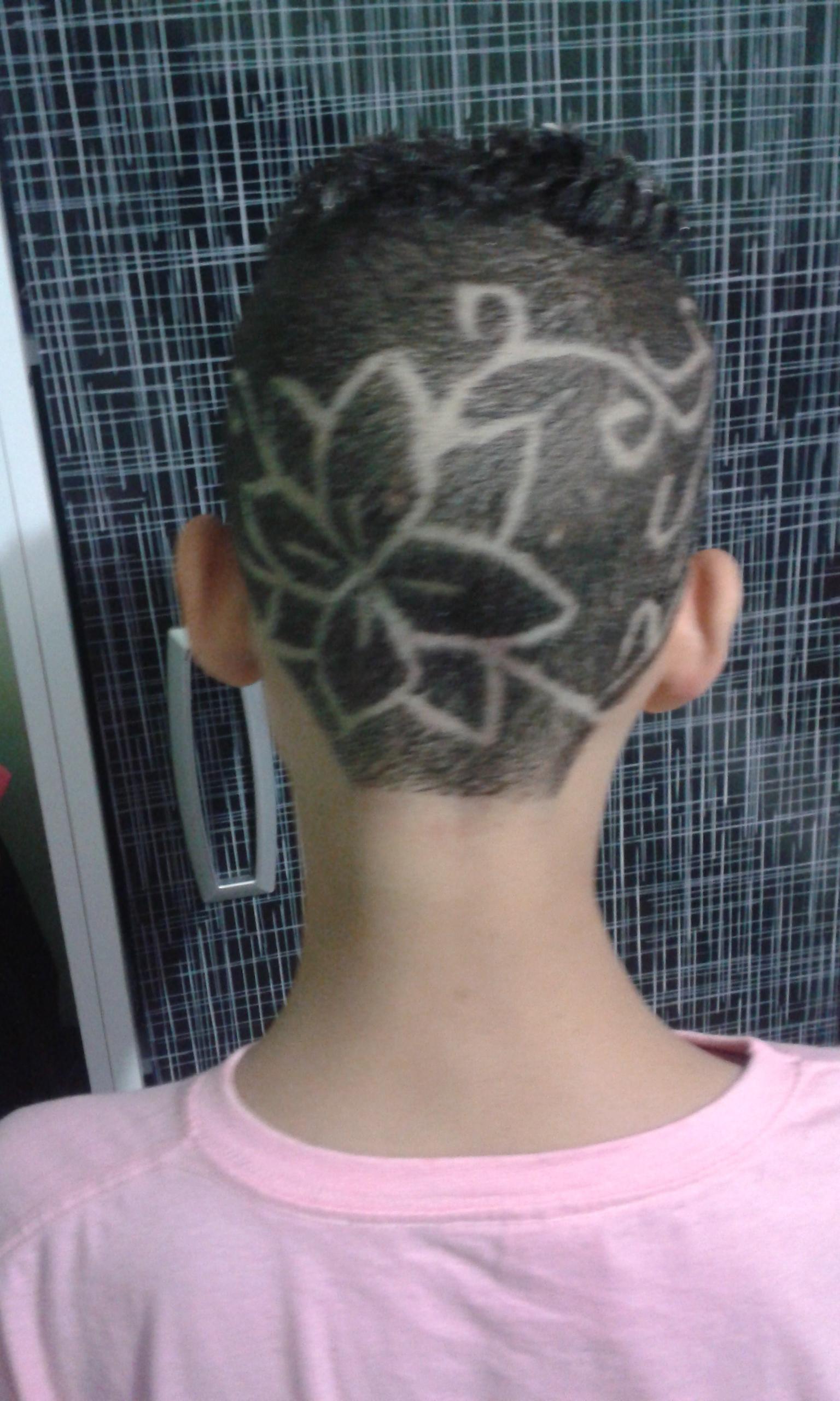 Desenho com navalha cabelo