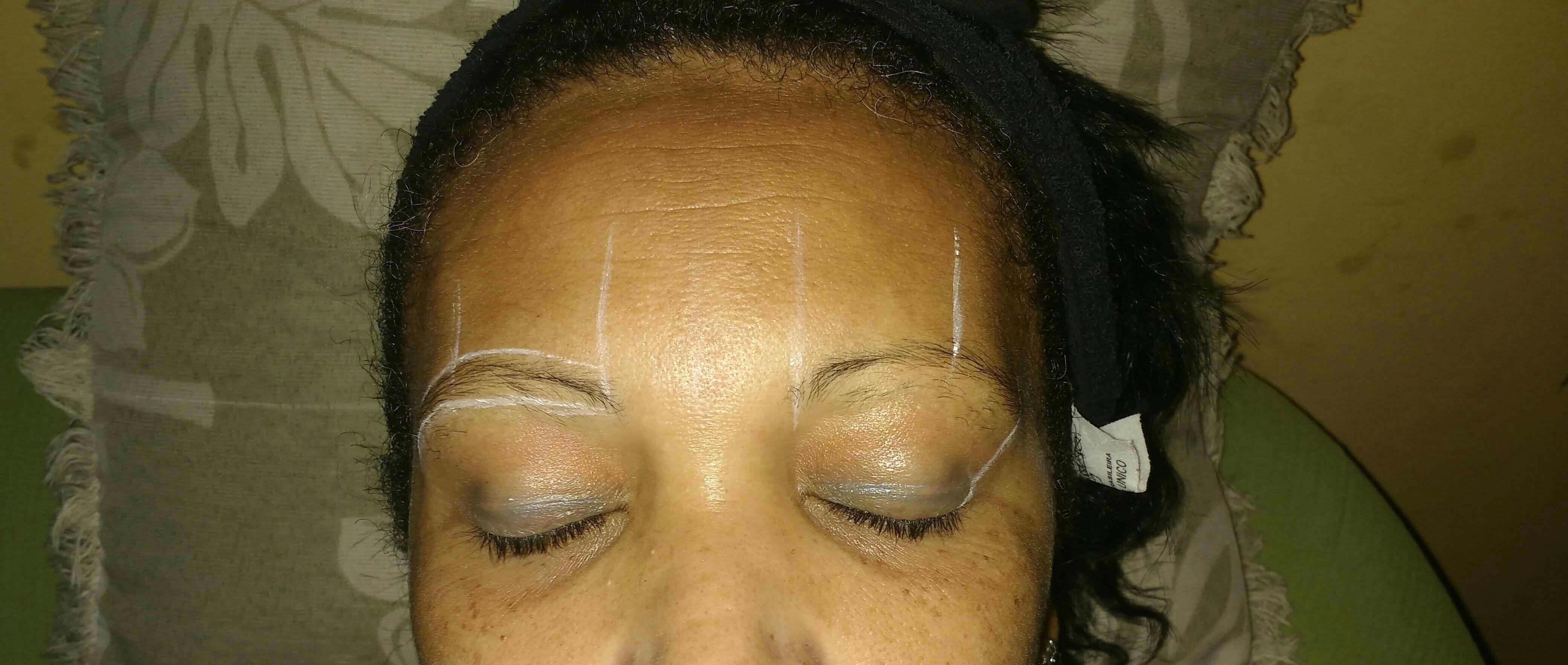 Marcações para fazer o designer de sobrancelhas. estética