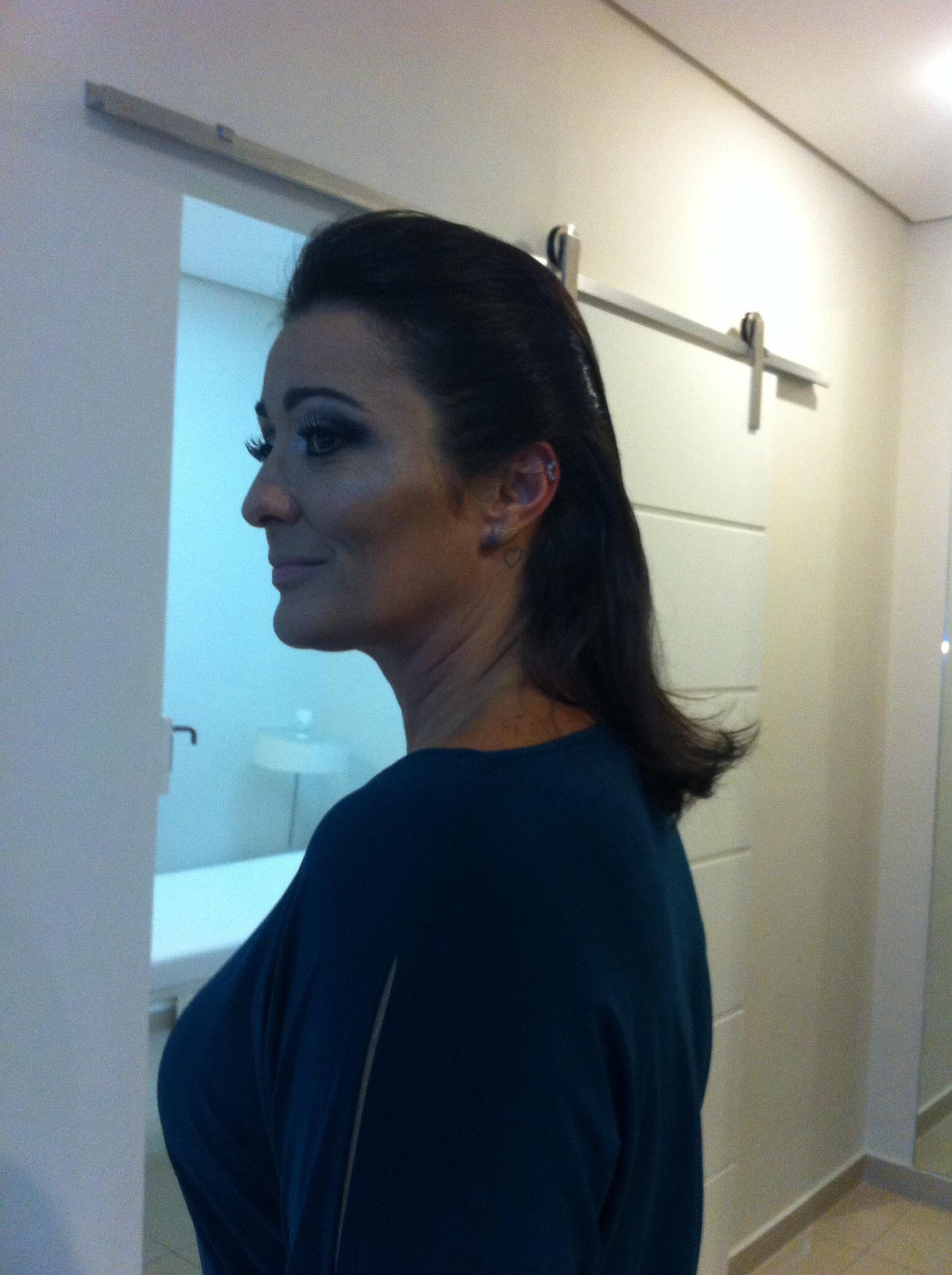 Penteado cabeleireiro(a) designer de sobrancelhas maquiador(a)