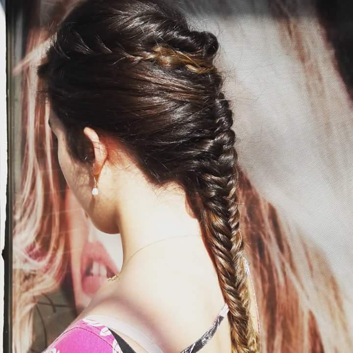 Penteado debutante. #hairstylist #hairdresser #haircut #hairdo #trançaembutida #beleza #beauty @blessed.patty  cabelo cabeleireiro(a)