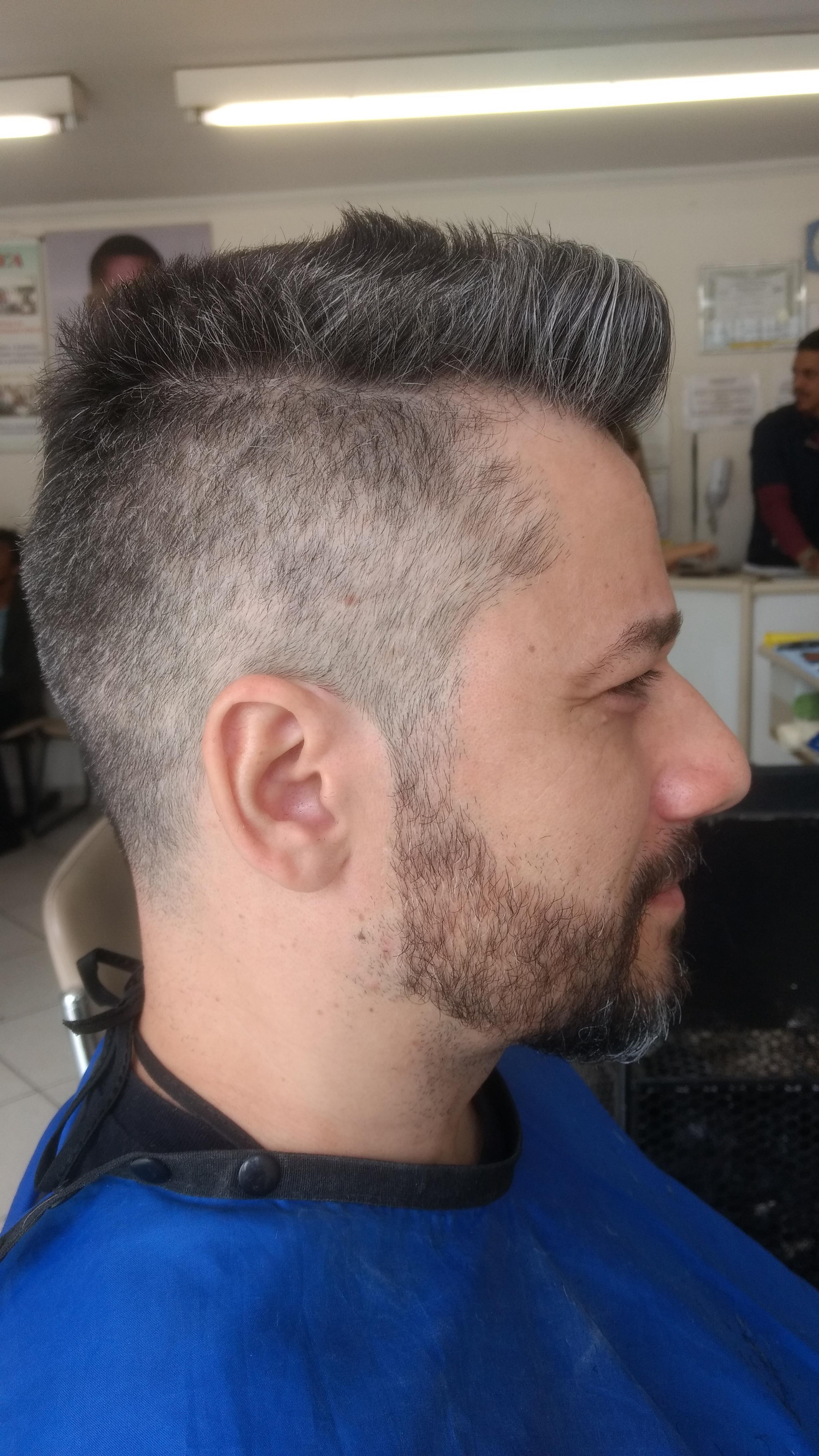 Pompoador E Fade cabelo barbeiro(a)