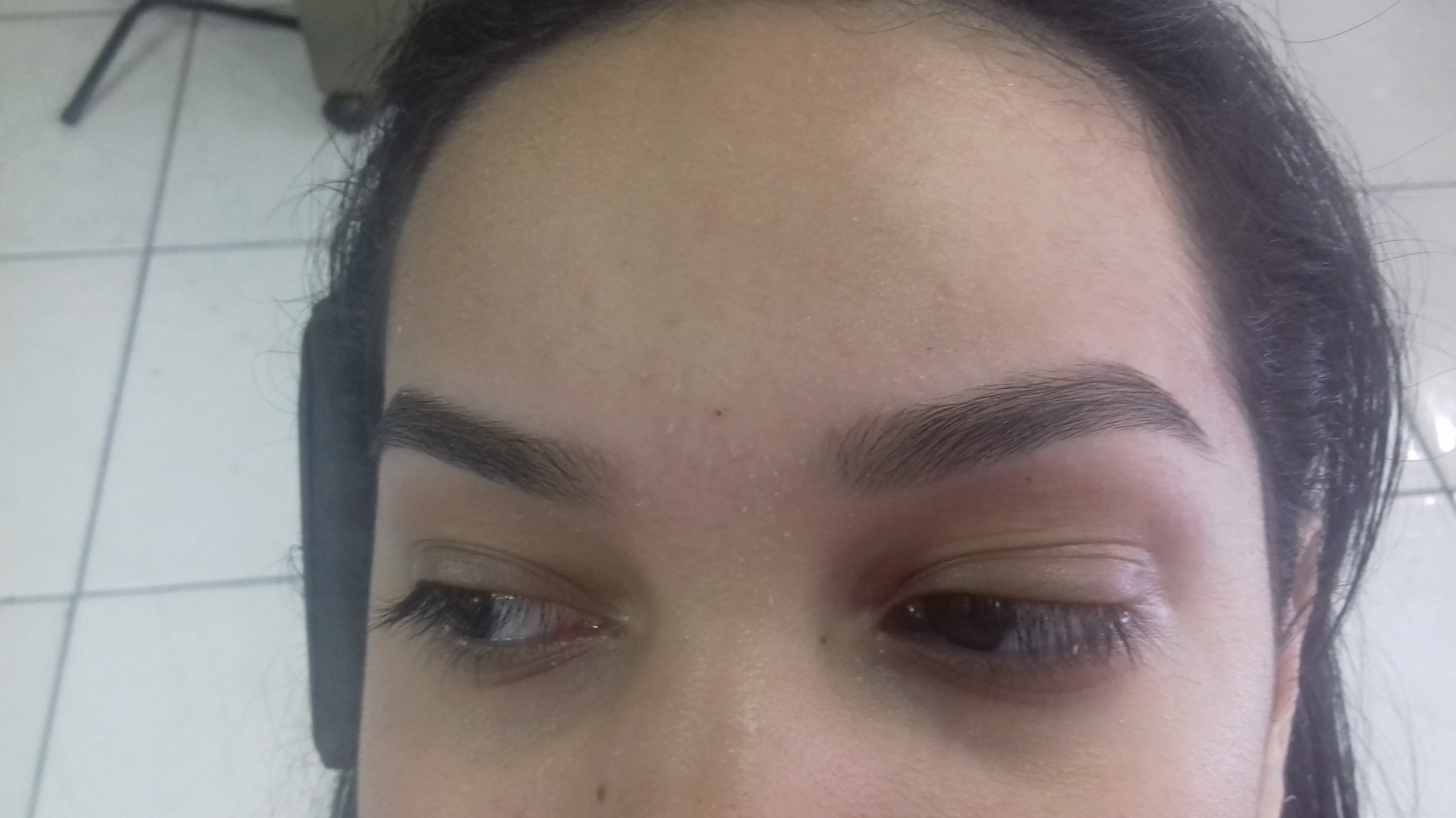 manicure e pedicure maquiador(a) auxiliar cabeleireiro(a)