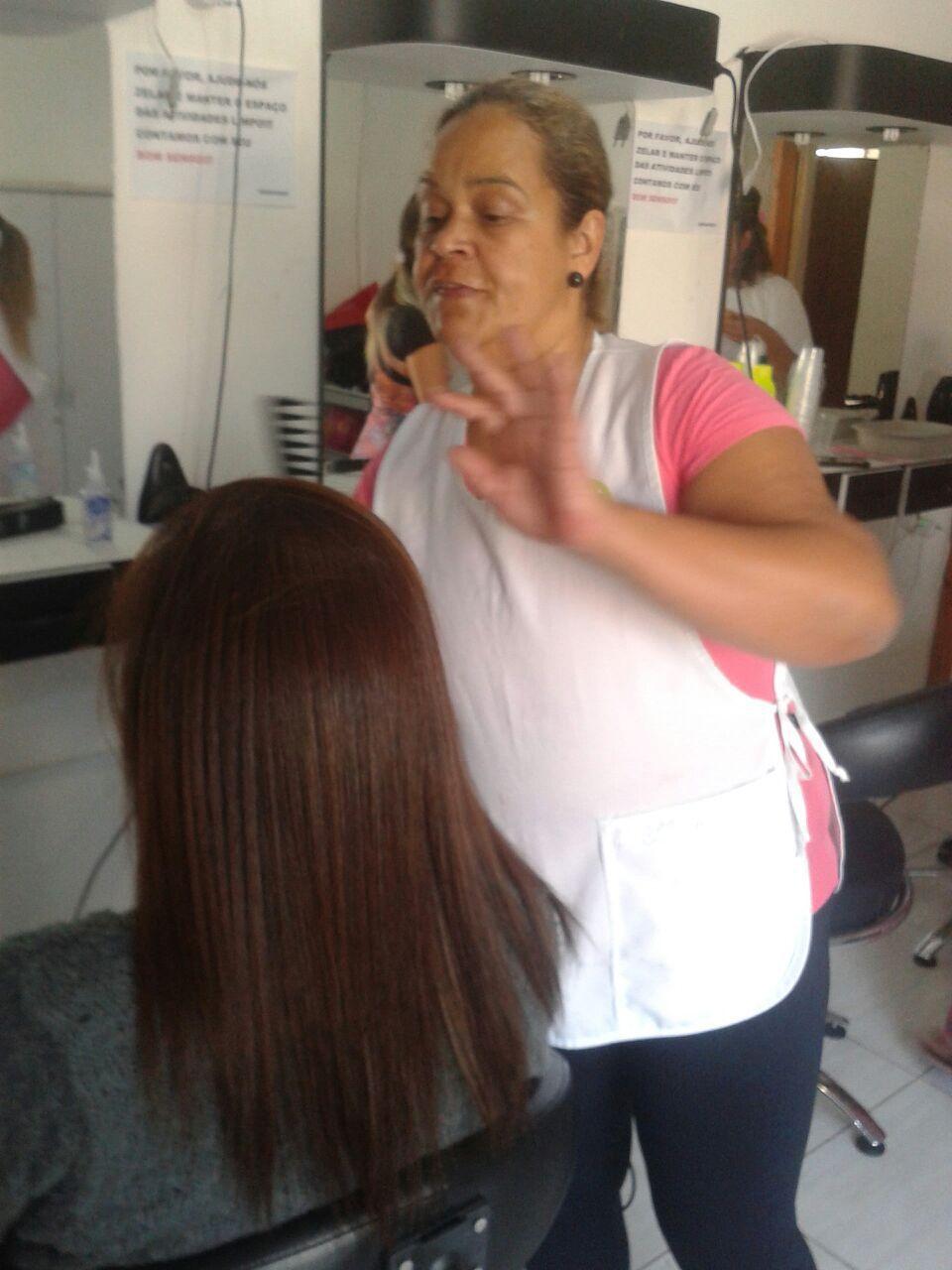 Finalizando uma progressiva no curso de Assistente de Cabeleireiro.  cabelo auxiliar cabeleireiro(a)