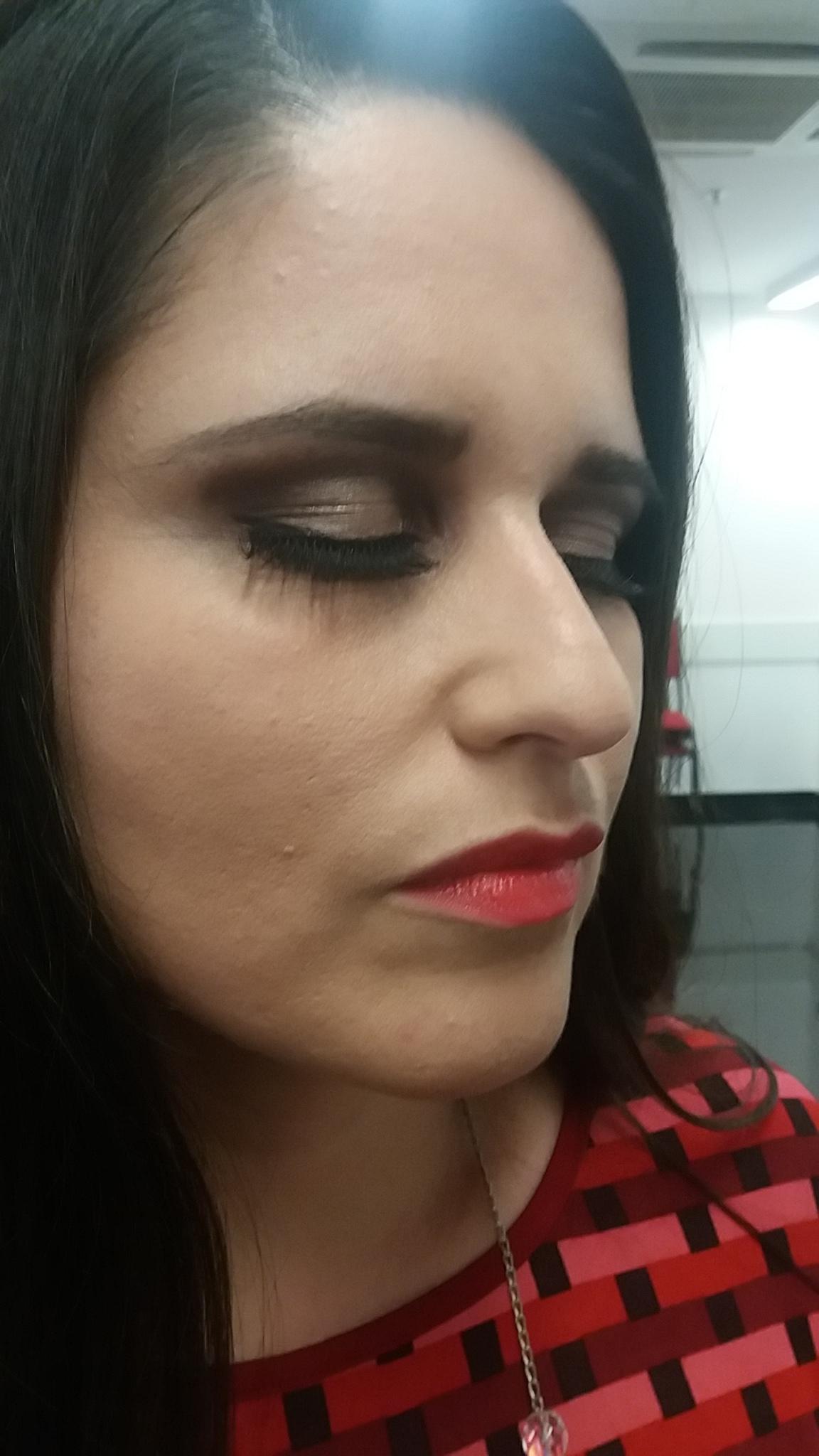 Pálpebra Luz com esfumafo, leve deliniado e com cílios postiços,  ótimo para casamentos e festas em geral.  maquiagem maquiador(a)