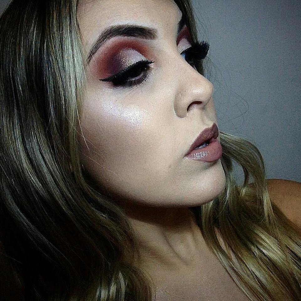 Maquiagem feita com cores quente e muito brilho... #make #maquiagembrazil #detalhes #shine  #iluminada  maquiagem maquiador(a) designer de sobrancelhas recepcionista estudante (esteticista) manicure e pedicure micropigmentador(a)