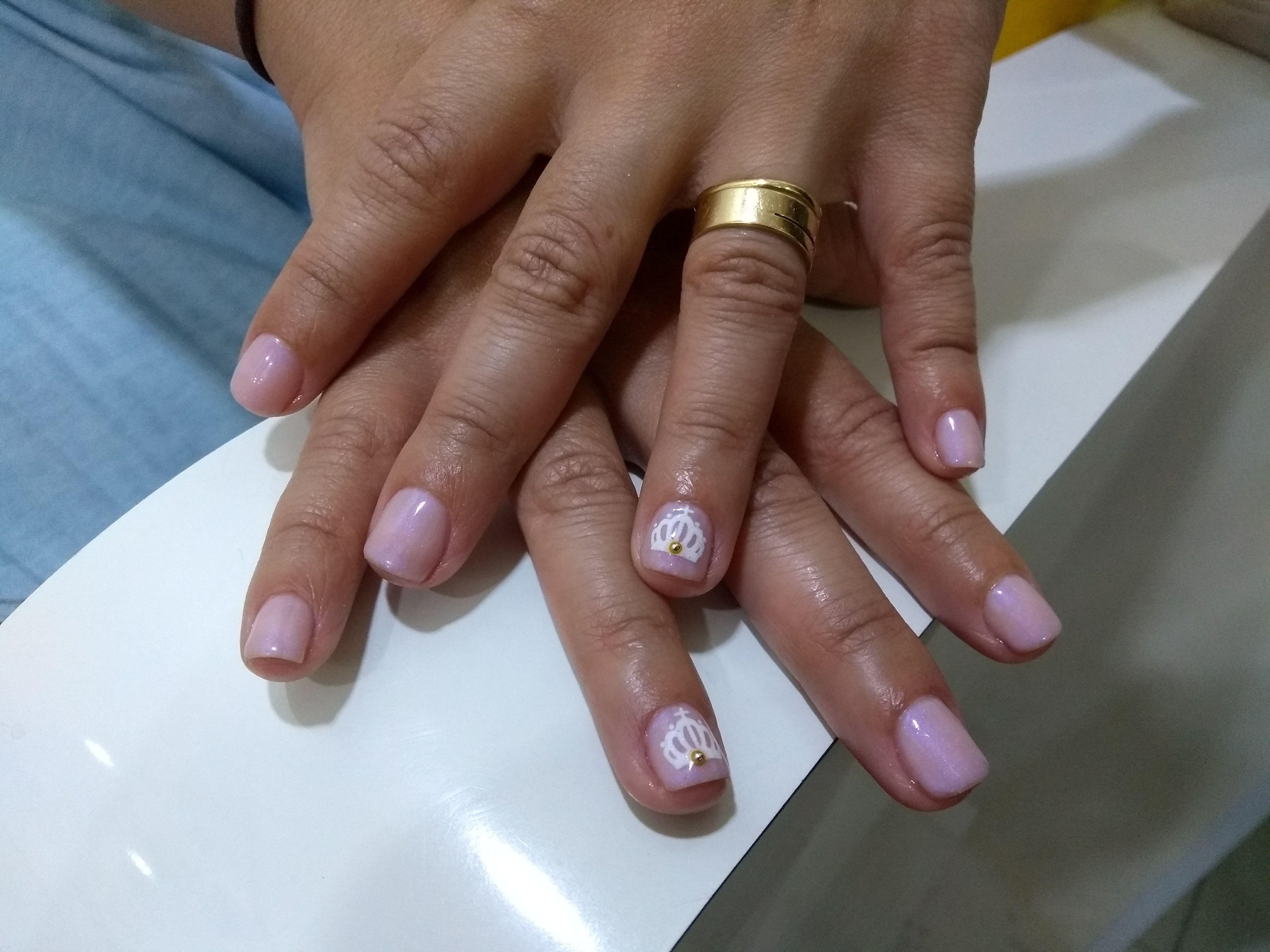 Esmaltação permanente com decoração. unha manicure e pedicure