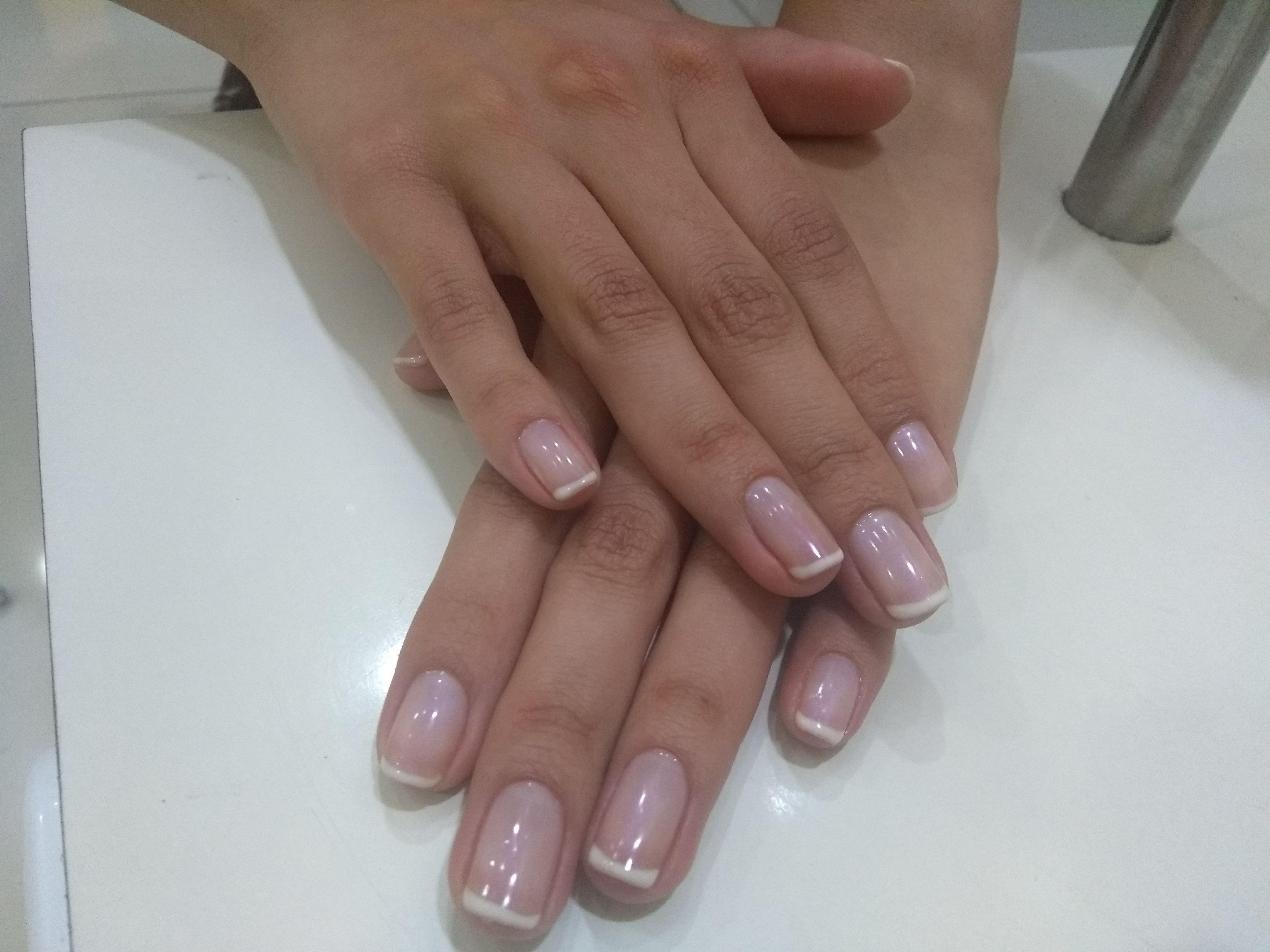 Esmaltação permanente com francesinha unha manicure e pedicure