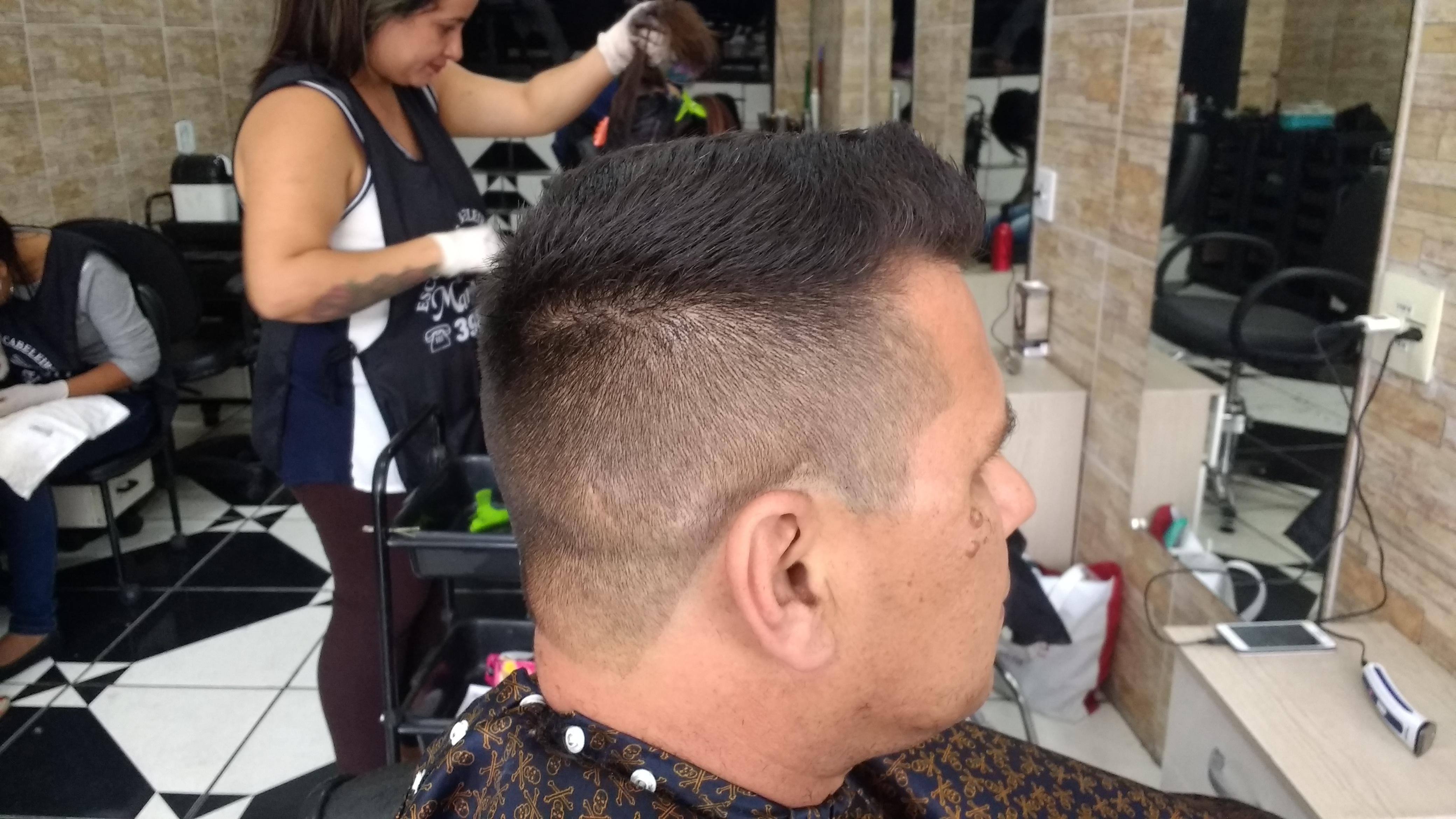 Corte social simples  cabelo barbeiro(a)