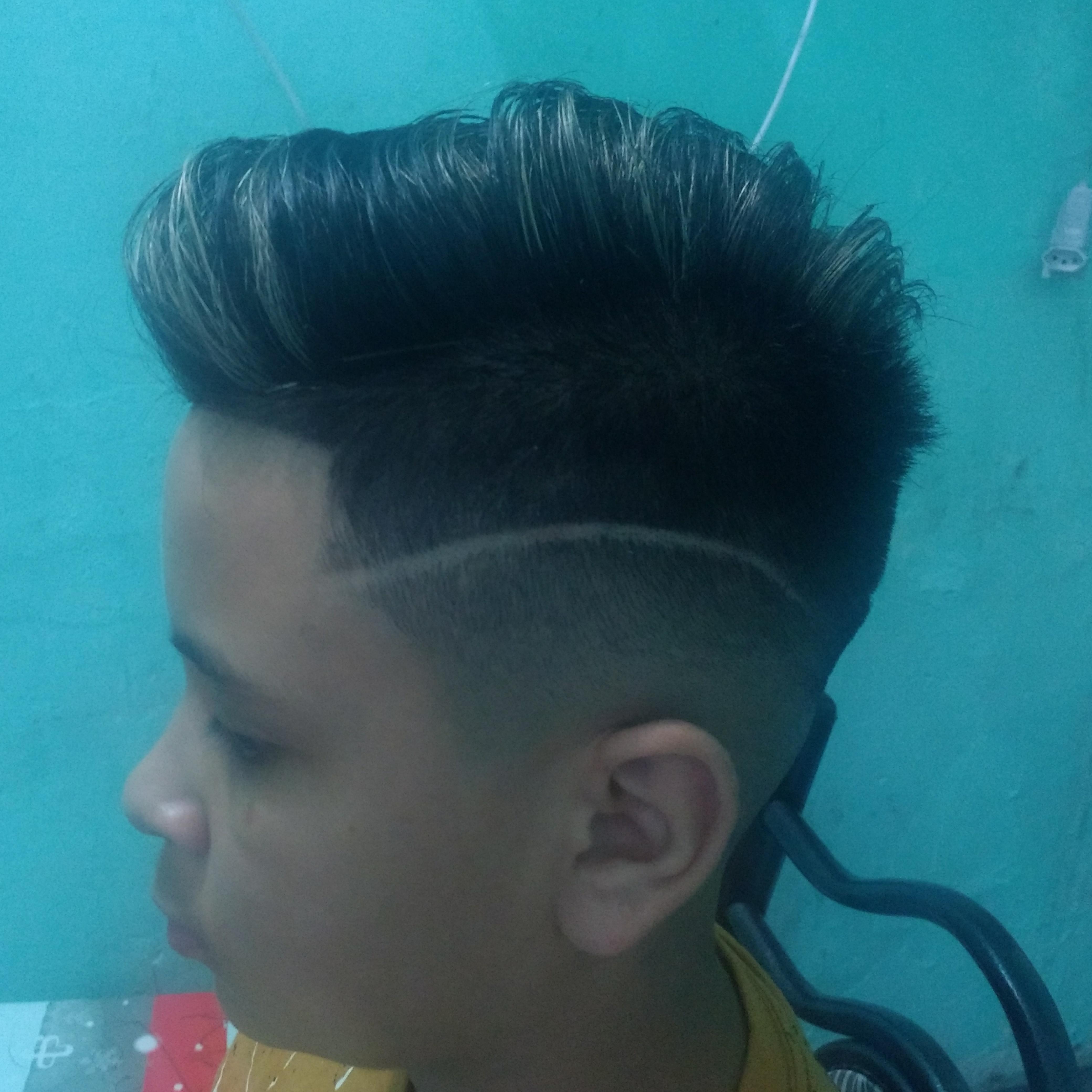 Corte degradê navalhado mais replexo cabelo barbeiro(a)