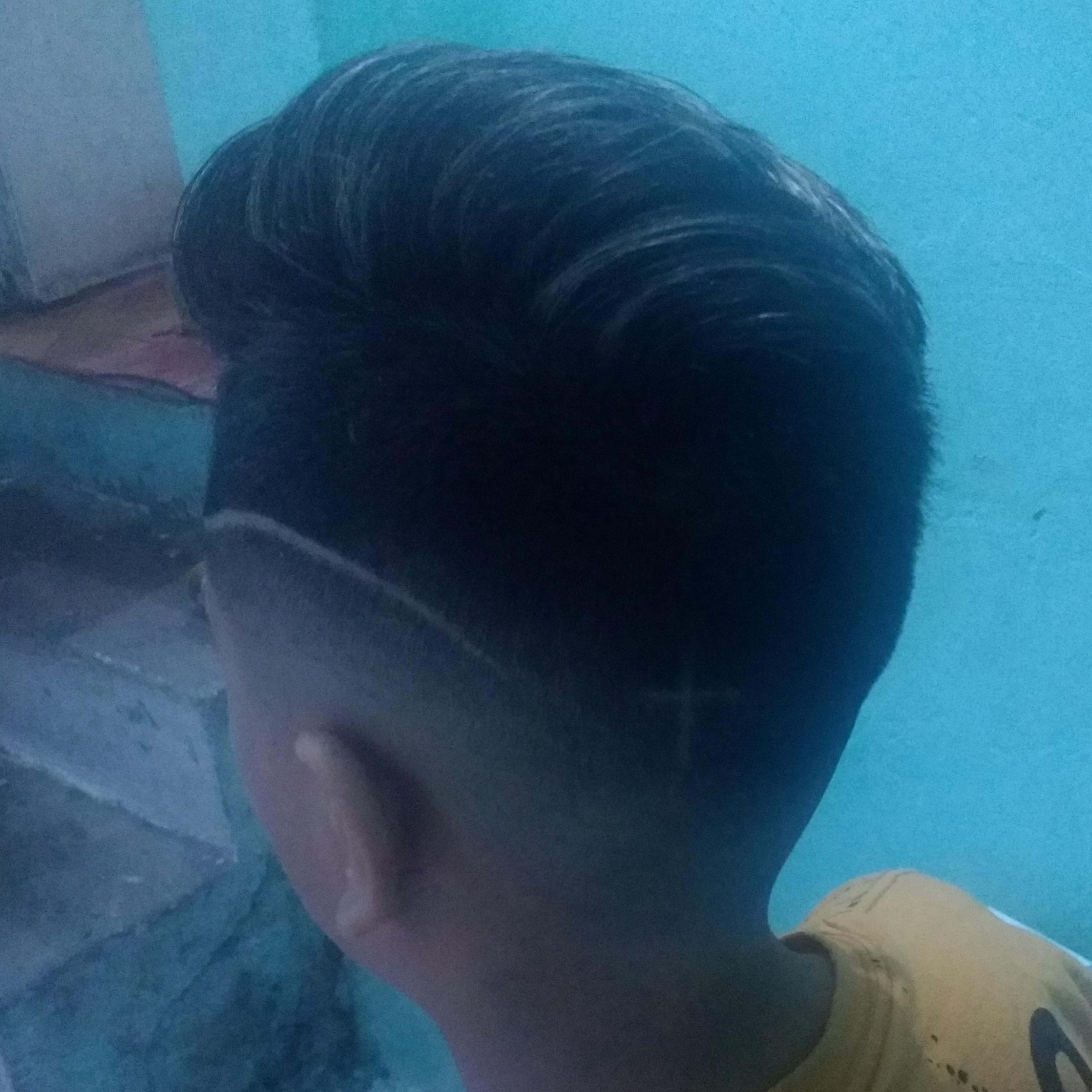 Corte degradê navalhado mais replexo. cabelo barbeiro(a)