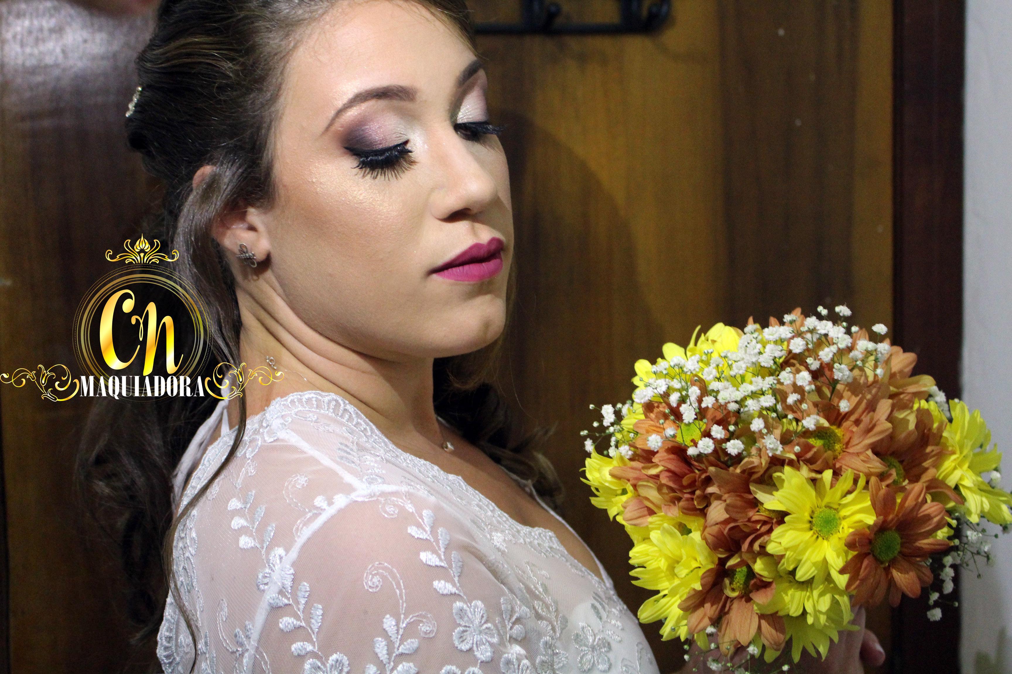 Noiva linda que produzimos em 2017 também, esfumado clássico em tons de rosê, e batom no mesmo tom.  #maquiagemnoiva #noiva #maquiagem #maquiadoraubatuba #maquiagemubatuba #maquiadoracaraguatatuba #makeup #mua #ubatuba #caraguatatuba #belezaubatuba #casamento #casamentoubatuba maquiagem maquiador(a)