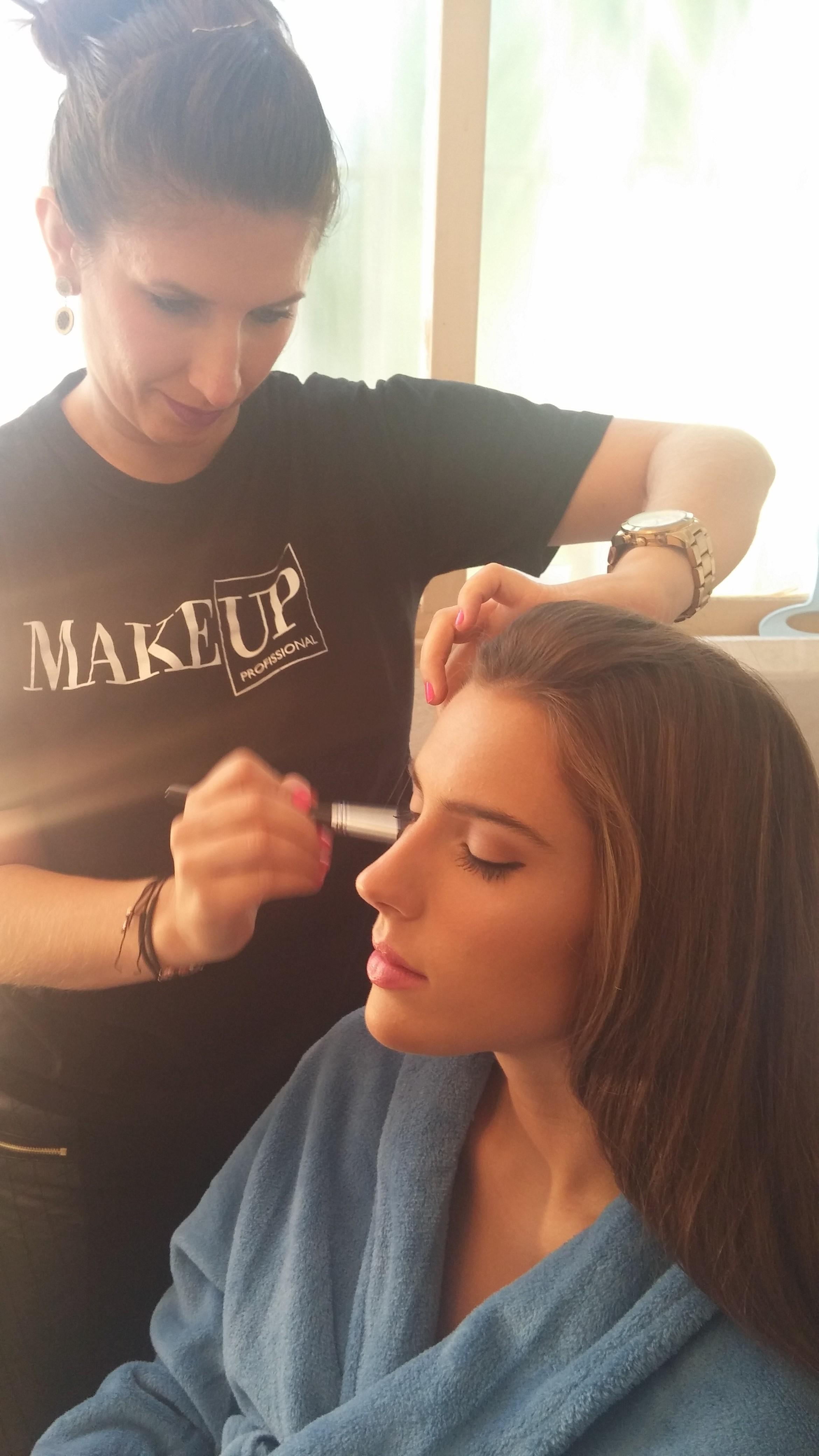 Makeup para editorial Pele iluminada maquiagem maquiador(a)