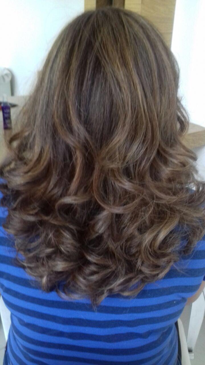 escova modelada cabelo maquiador(a)