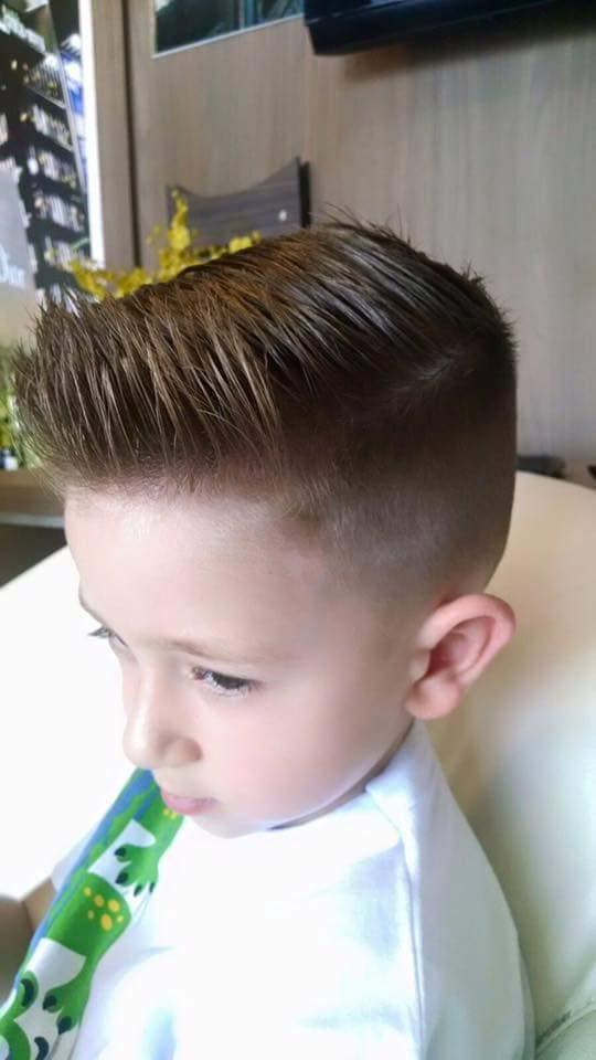 Corte infantil cabelo barbeiro(a)