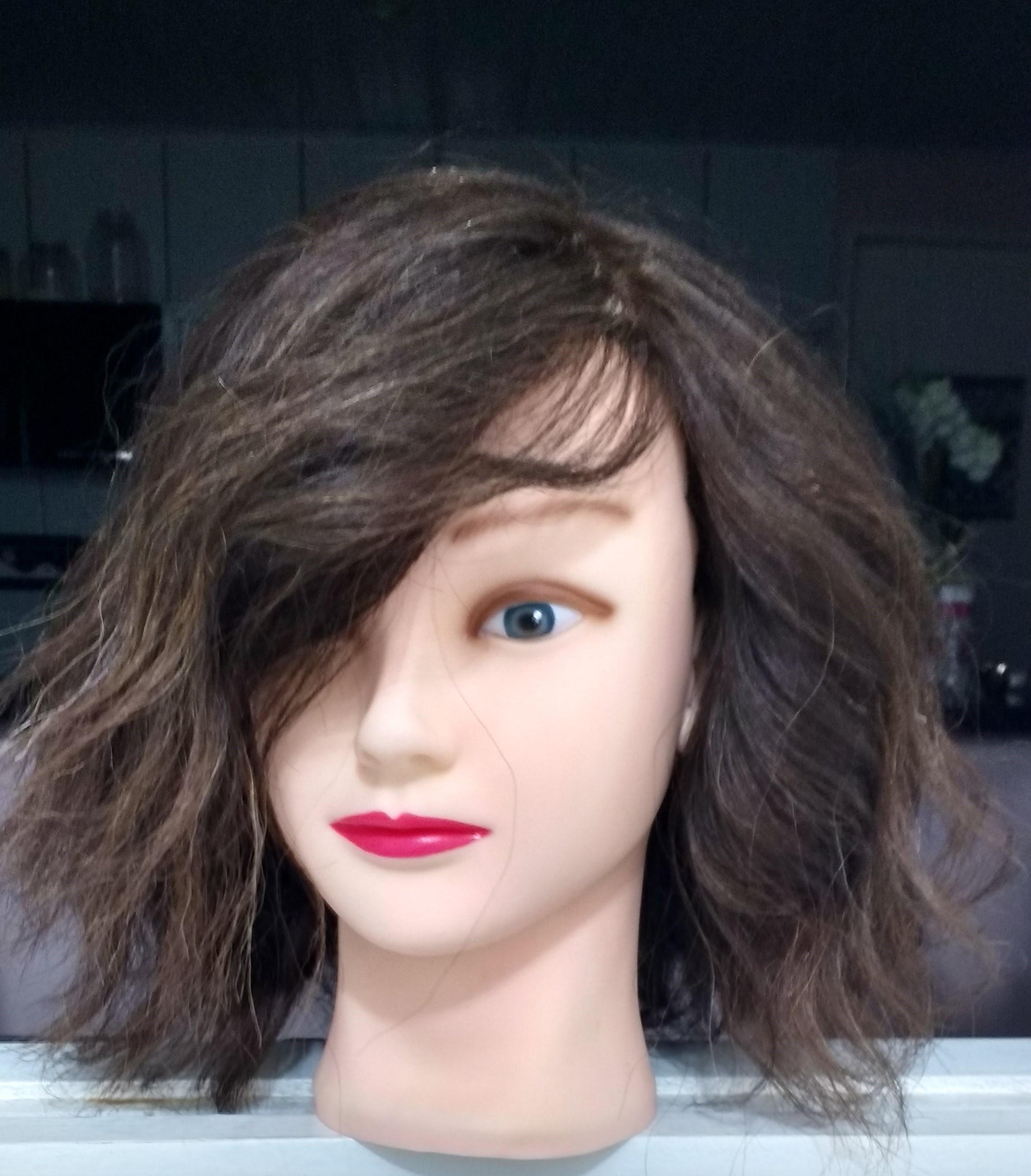 Corte com navalha  cabelo estudante (cabeleireiro)