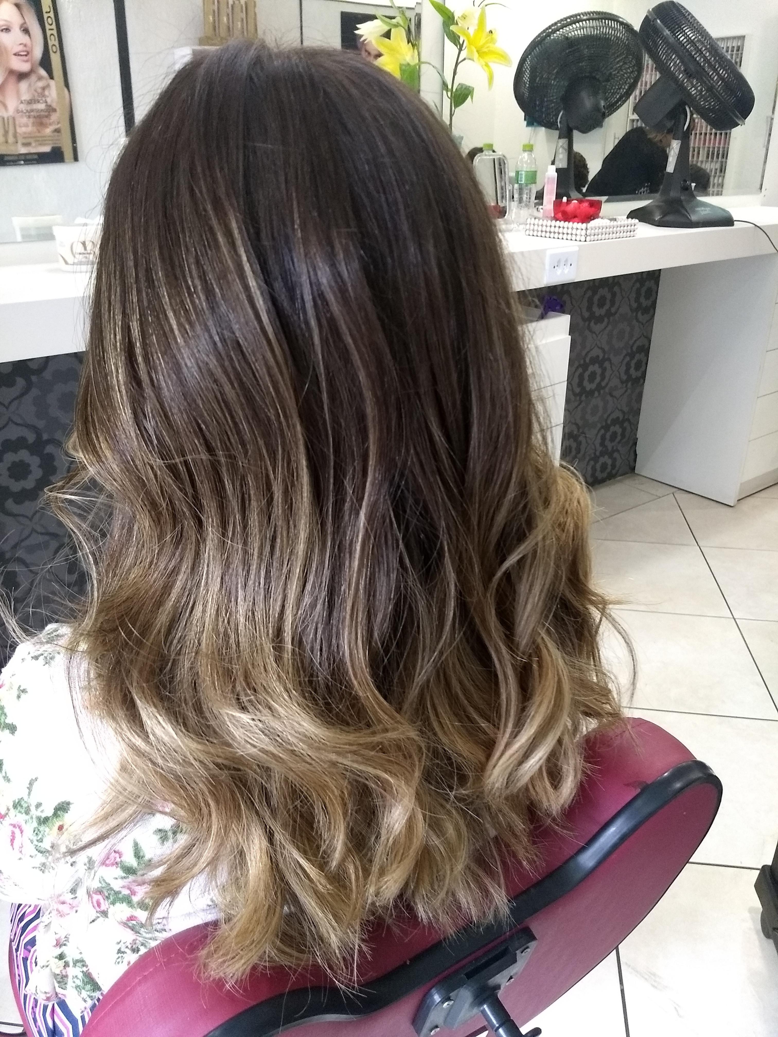 Escova com babyliss cabelo auxiliar cabeleireiro(a)