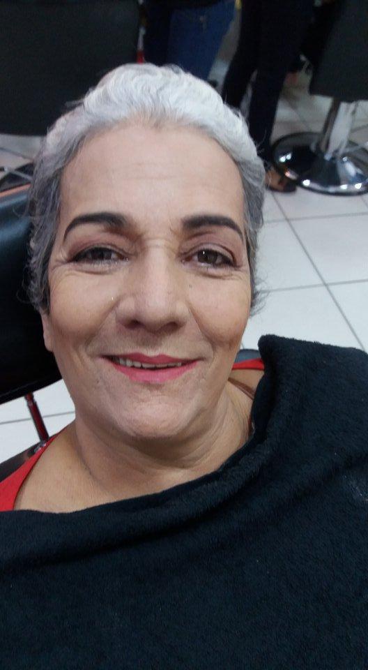 Make pele madura maquiagem cabeleireiro(a) maquiador(a) estudante (manicure) designer de sobrancelhas