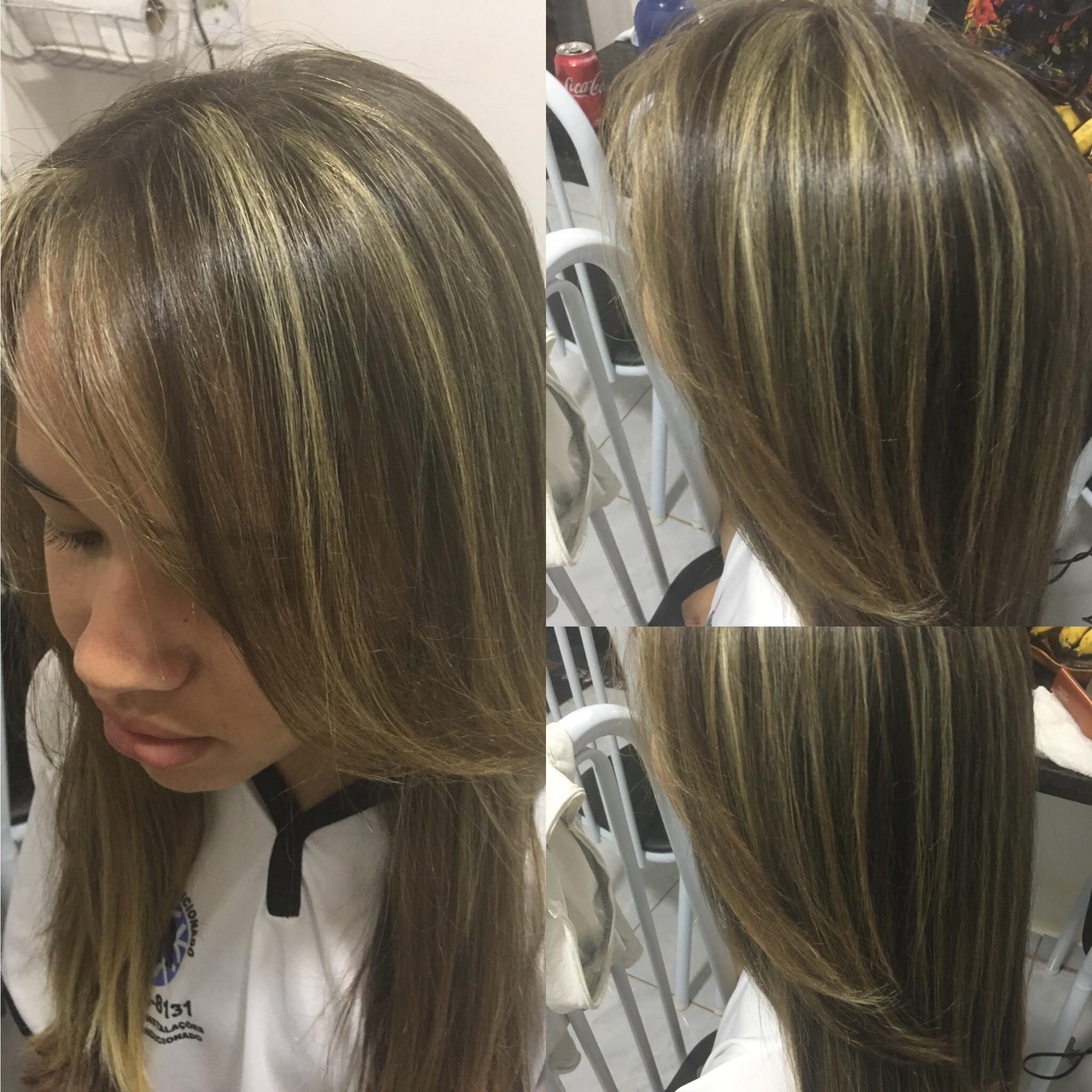 Mechas e escova  cabelo cabeleireiro(a)