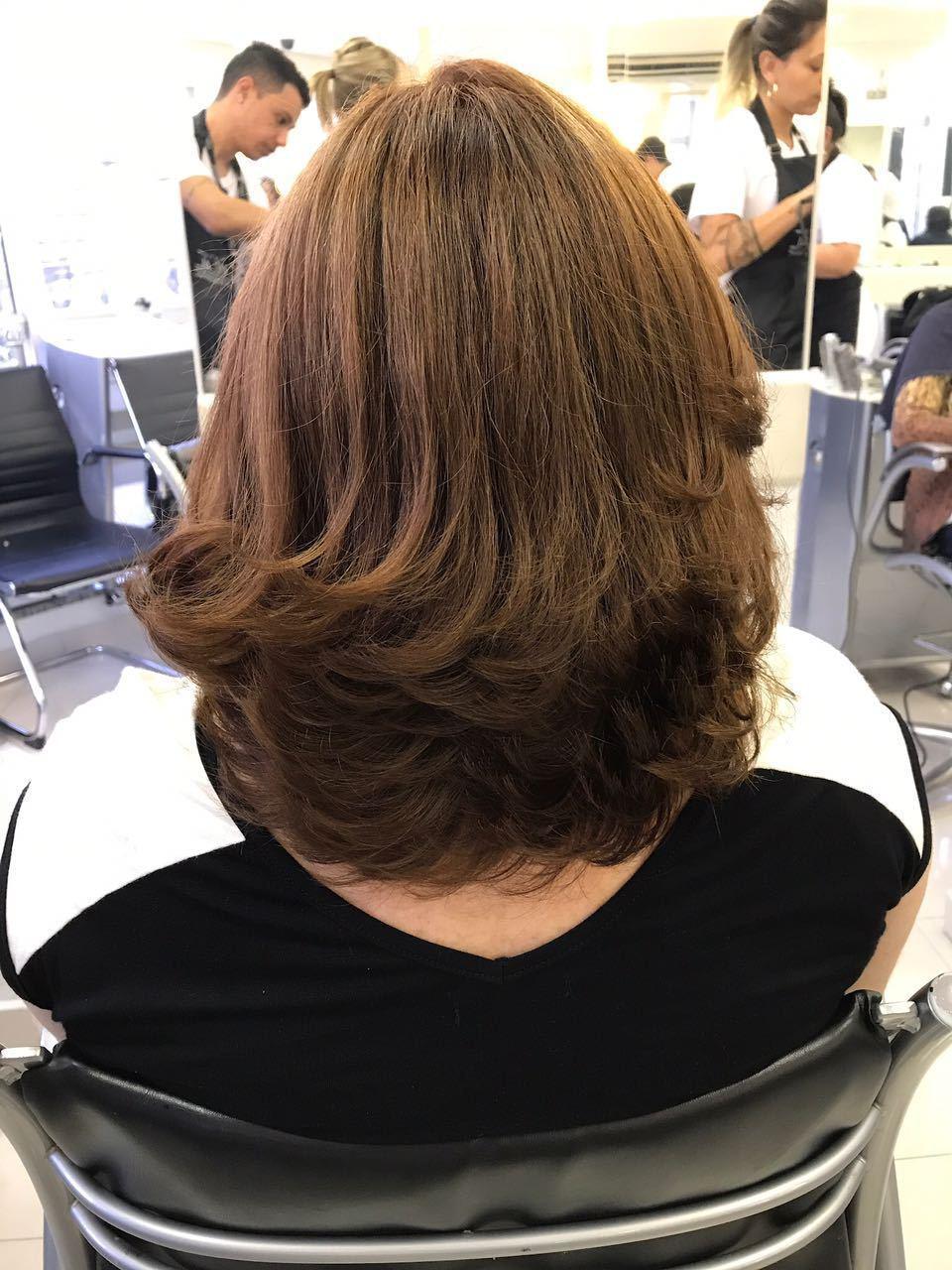 Coloração Clássica: retoque de raiz com INOA de @lorealpro , ideal para clientes que desejam nuances naturais, brilho intenso e cobertura perfeita dos cabelos brancos. #porquevocevalemuito #lorealparis #lorealbrasil #lorealpro #lorealprofissionnel #lorealcolor #coresquemarcam cabelo estudante (cabeleireiro) auxiliar cabeleireiro(a) cabeleireiro(a)
