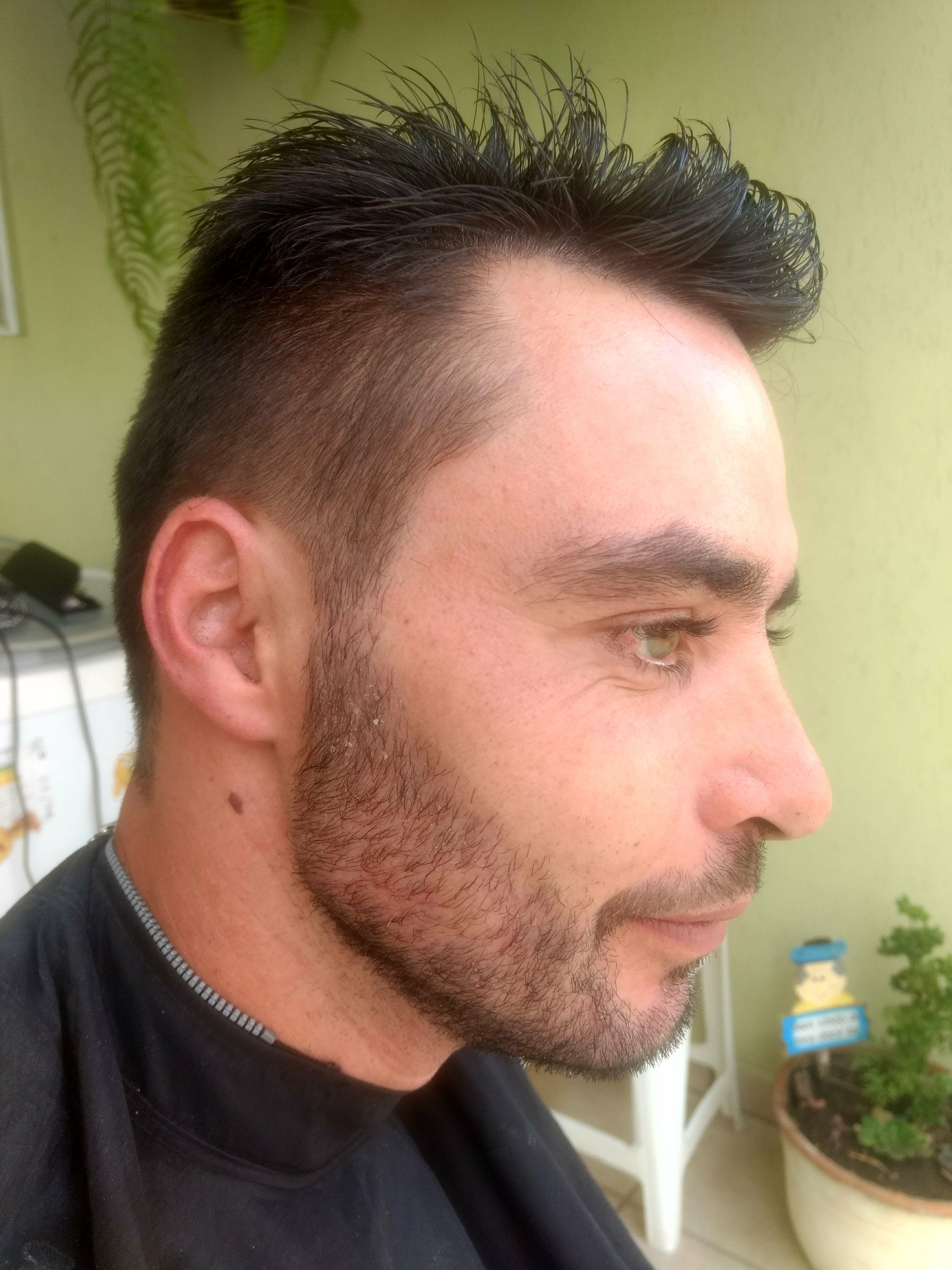 Cabelo e barba cabelo barbeiro(a)